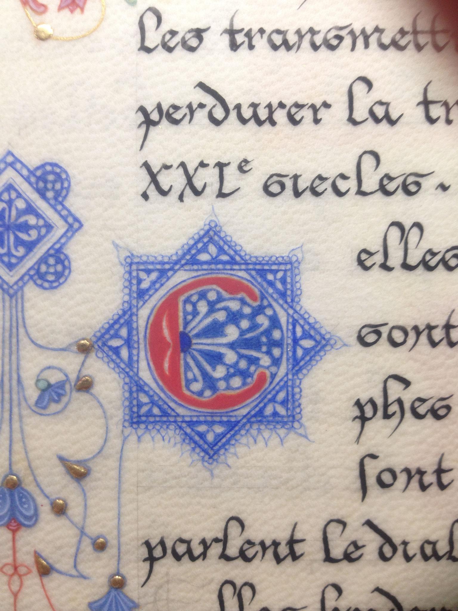 Initiale filigranée en lapis lazuli