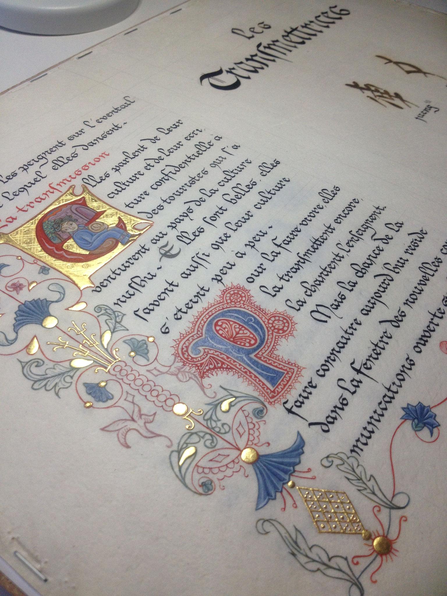 Texte calligraphié en bâtarde gothique et marge en filigrane et besants d'or