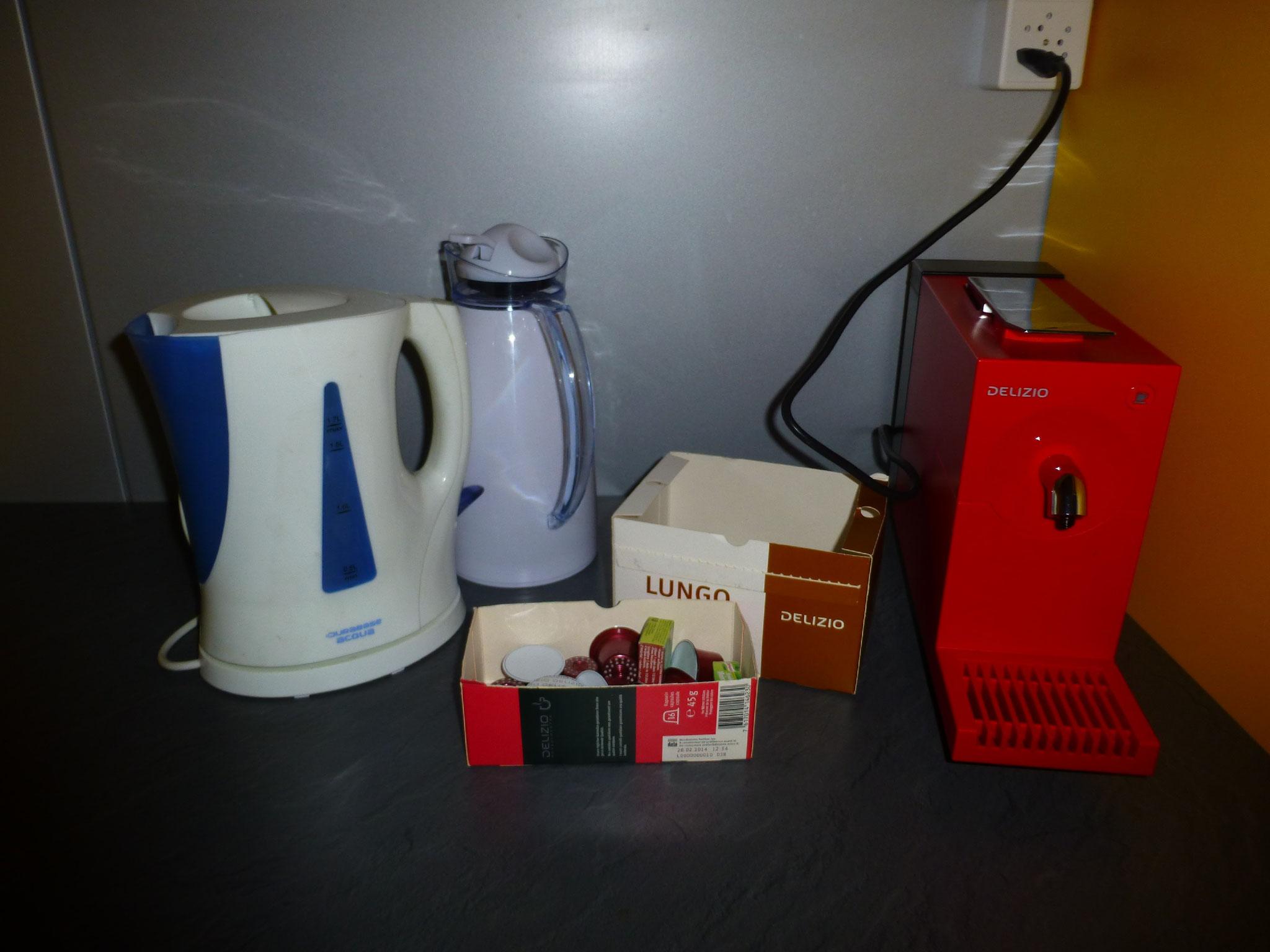 Alles da für Kaffee, Tee und Bouillon