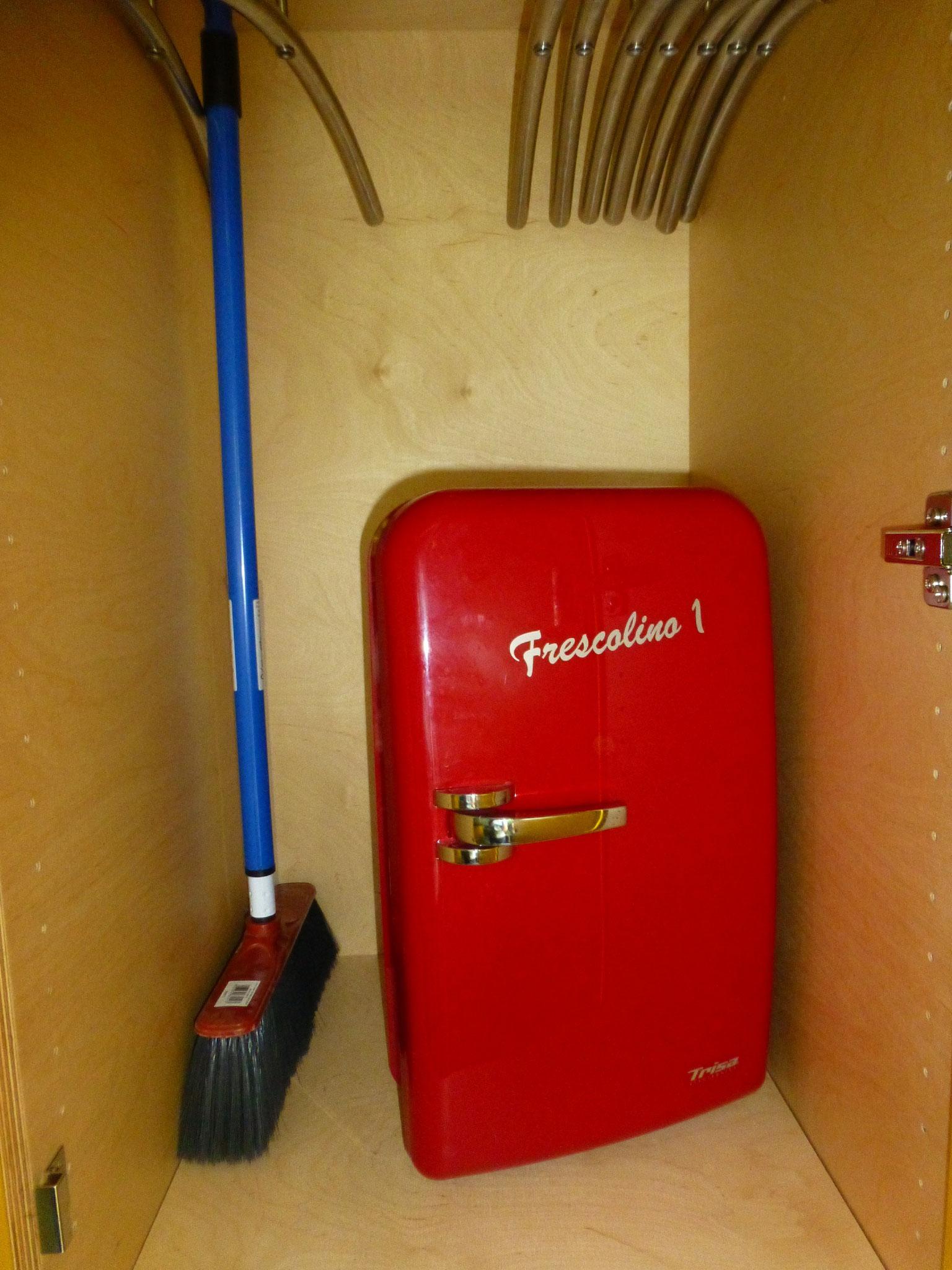 kleiner Kühlschrank - auch geeignet, um Eiswürfel kalt zu halten