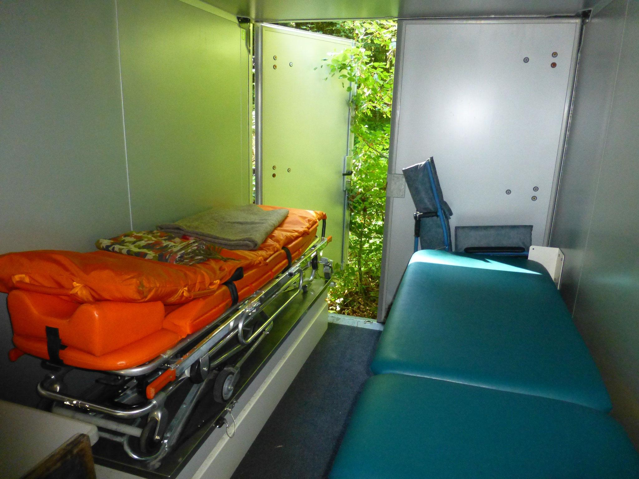 Platz für zwei liegende Patienten
