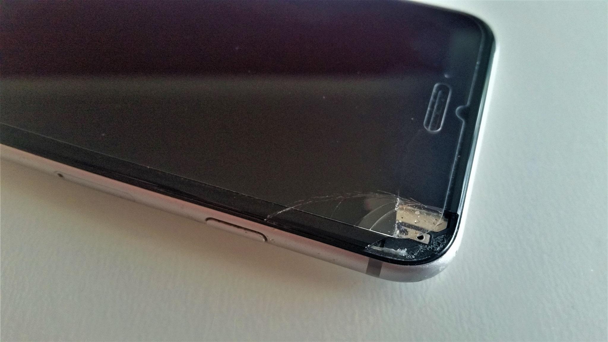 Handy iPhone Reparatur in Jena (Wir beheben Displayschäden, Flüssigkeitsschäden, Akku Austausch etc. schnell und unkompliziert)
