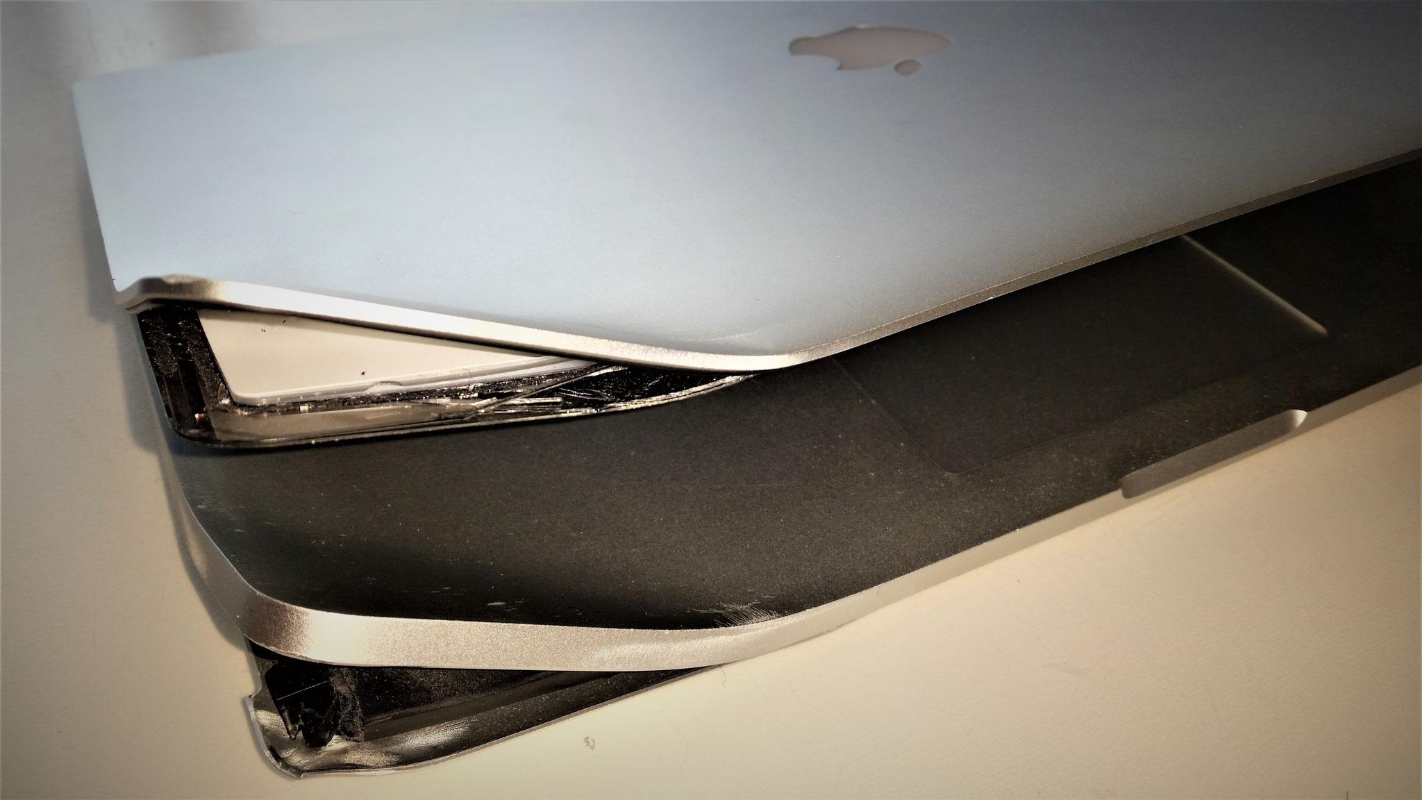 Auch so einen unglücklichen Kundenunfall bekommen wir wieder hingebogen. Keine Reparatur ist uns zu schwierig!