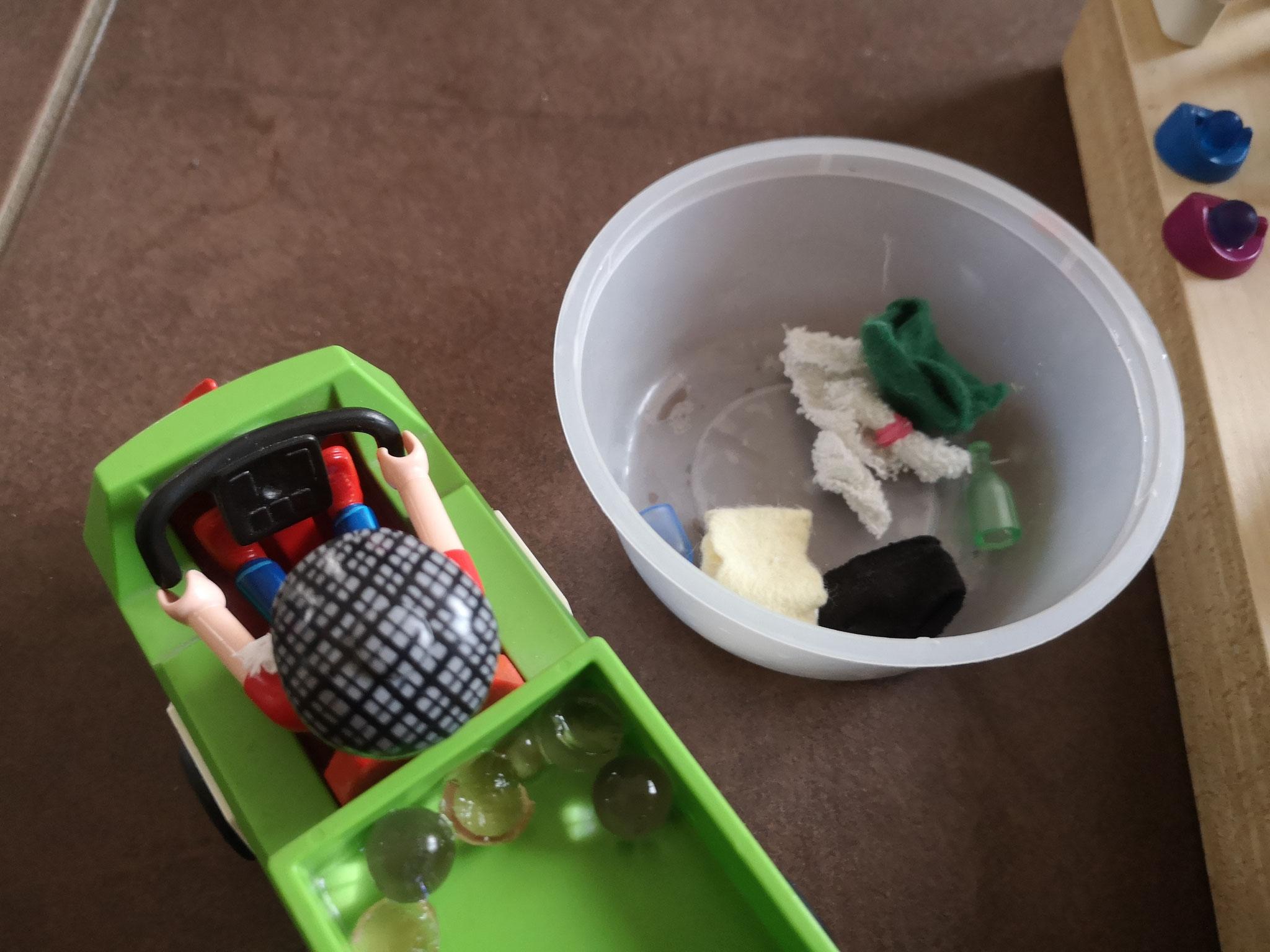 Das Coronavirus wird auf die Müllhalde gefahren.