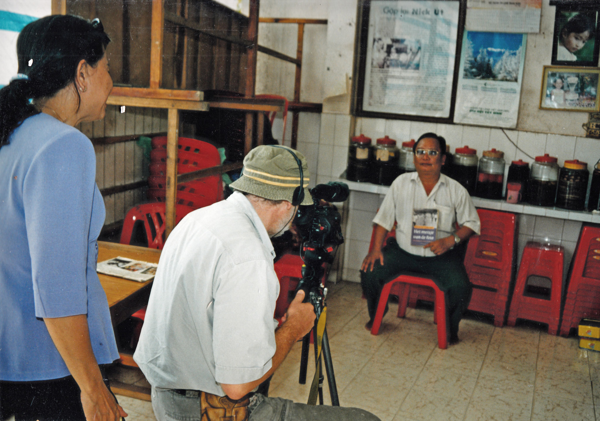Der Bruder von Kim Phuc erzählt über Napalmangriff. (Bild von napalmverbrannten Mädchen Kim Phuc, das um die Welt ging)