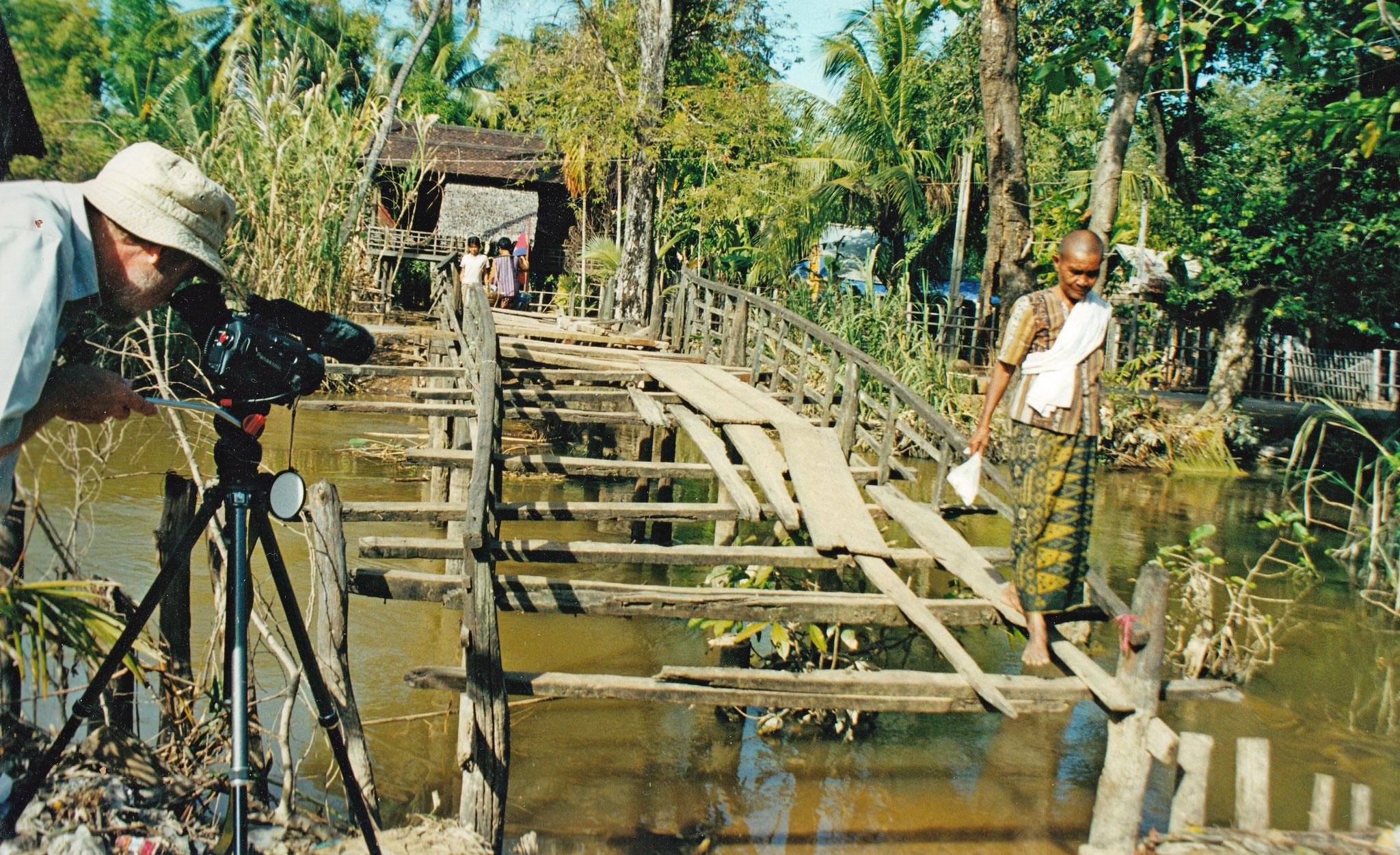 Flussüberquerung mit Mut zur Balance, Kambodscha