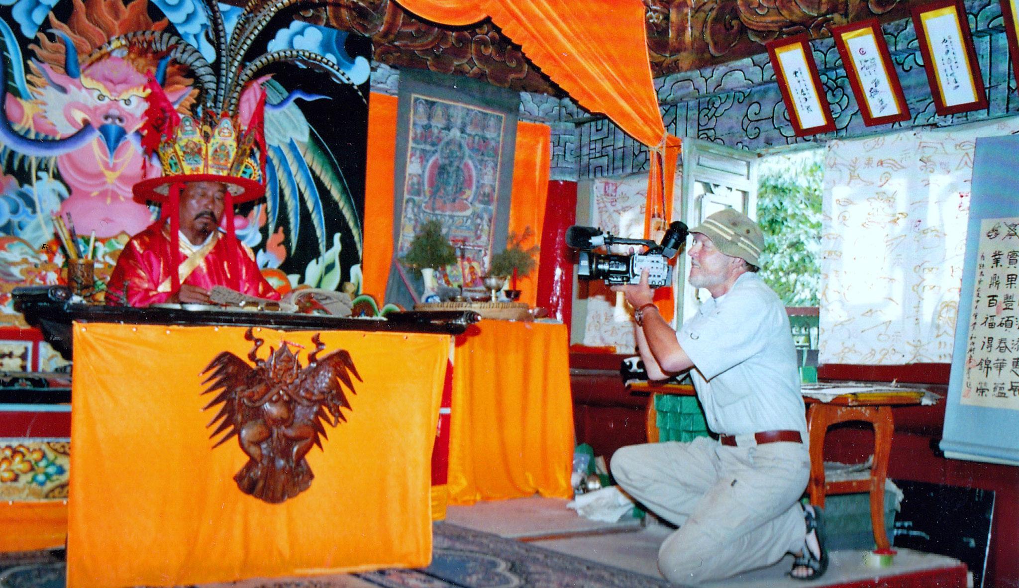 Der Dongba-Schamane erzählt aus seiner Kultur