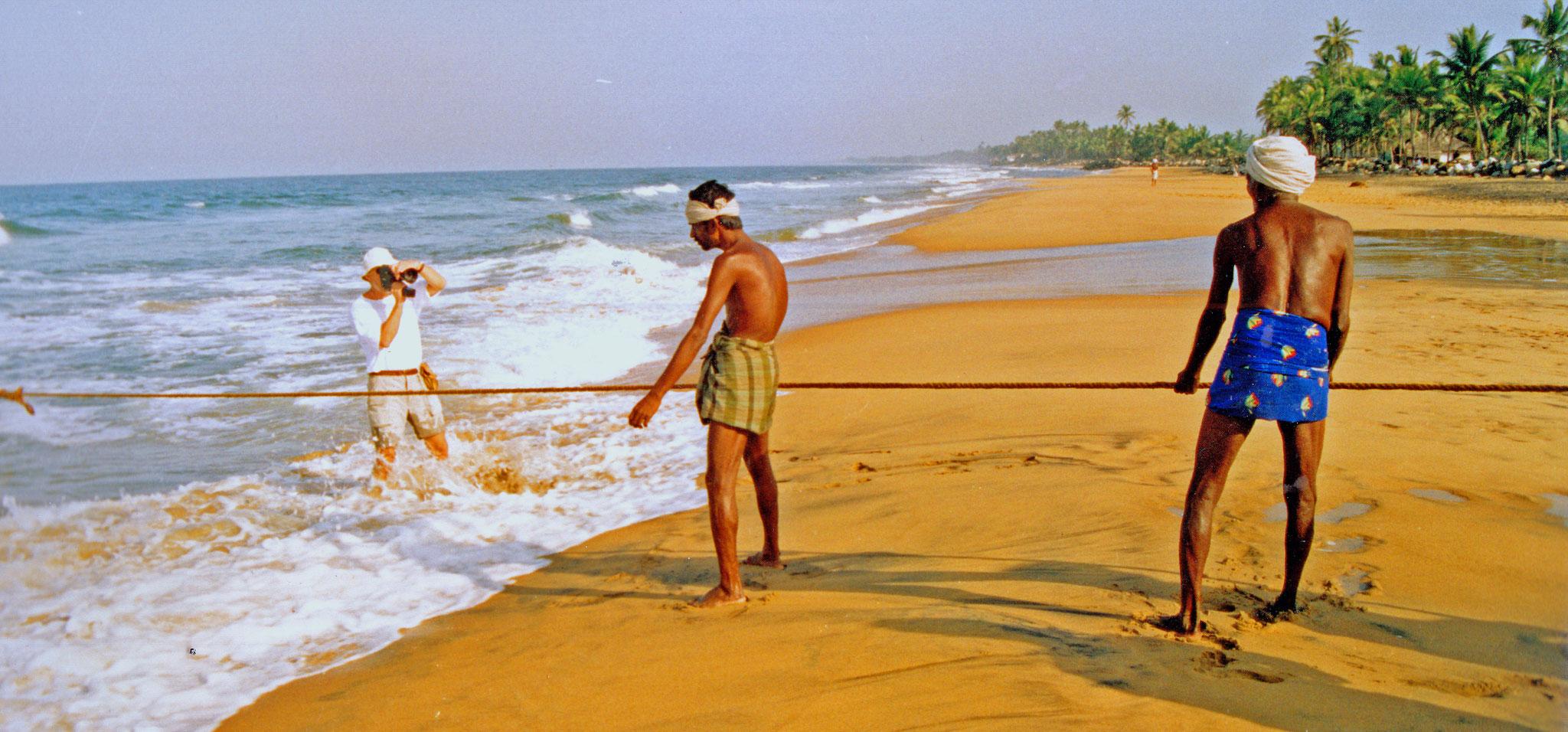 Am Strand von Goa, hautnah mit den Fischern. Südindien