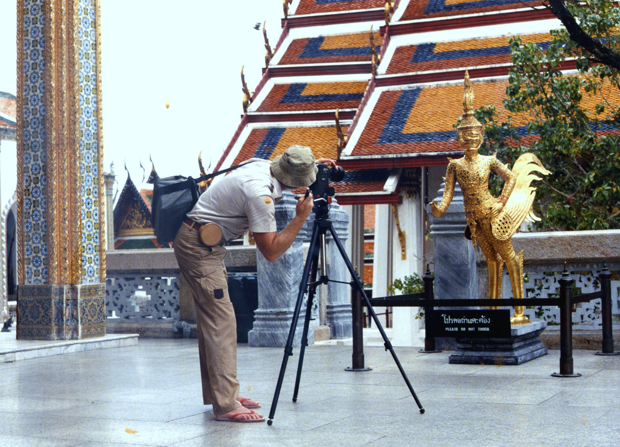 Wat Prakeo, Bangkok. Harmonische Fremdartigkeit, die haften bleibt