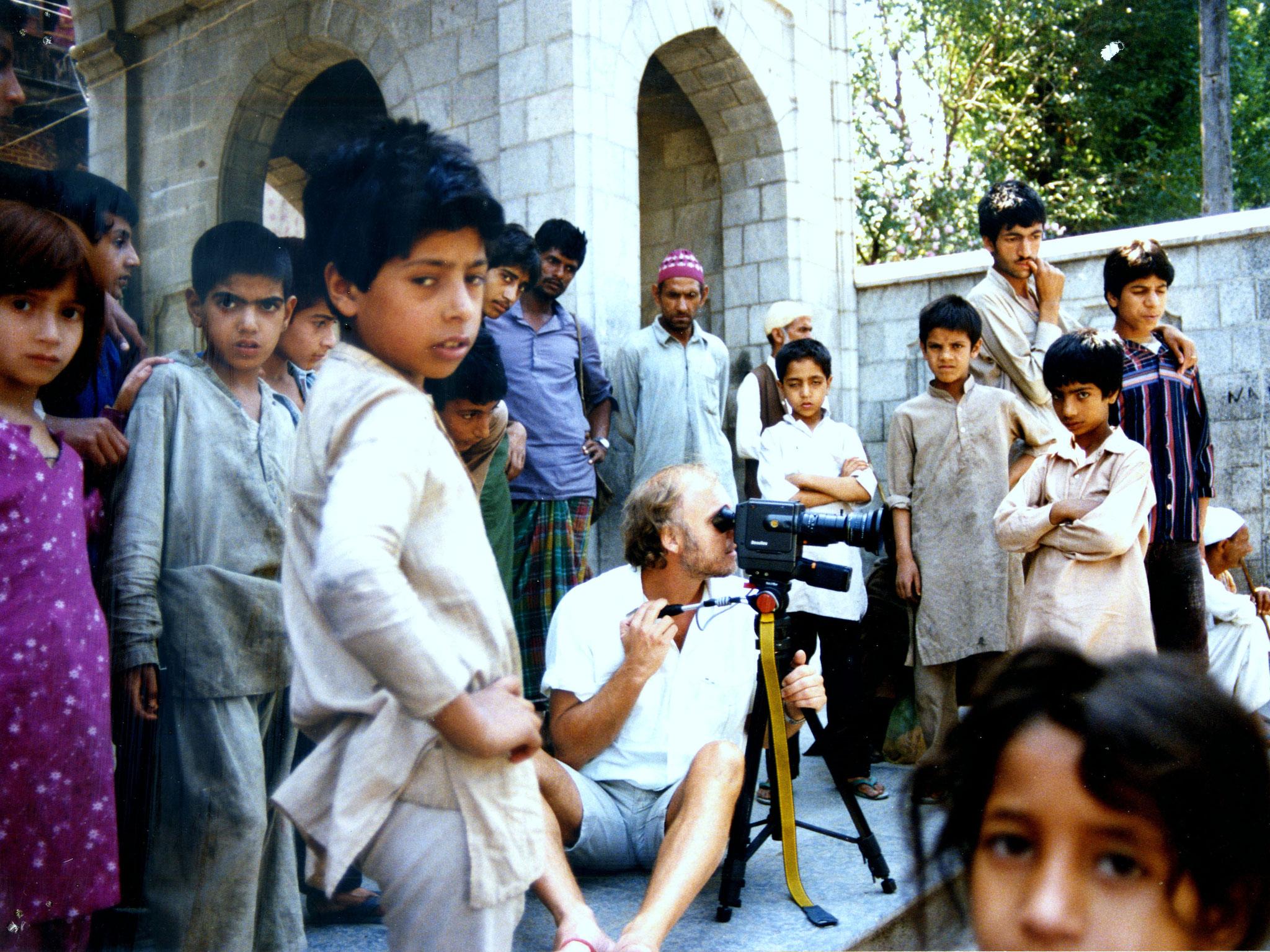 Ein filmender Fremder in Kashmir, Indien