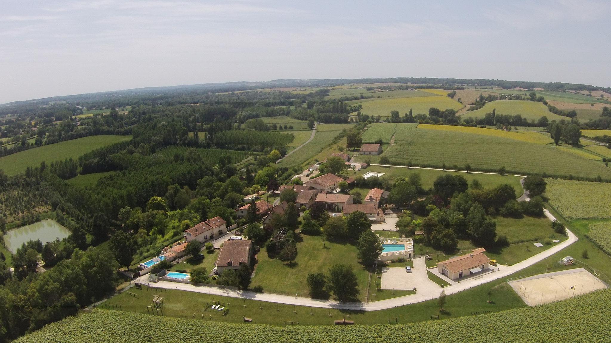Le site de Zénith Vacances s'étend au coeur d'ne campagne vallonnée et verdoyante.