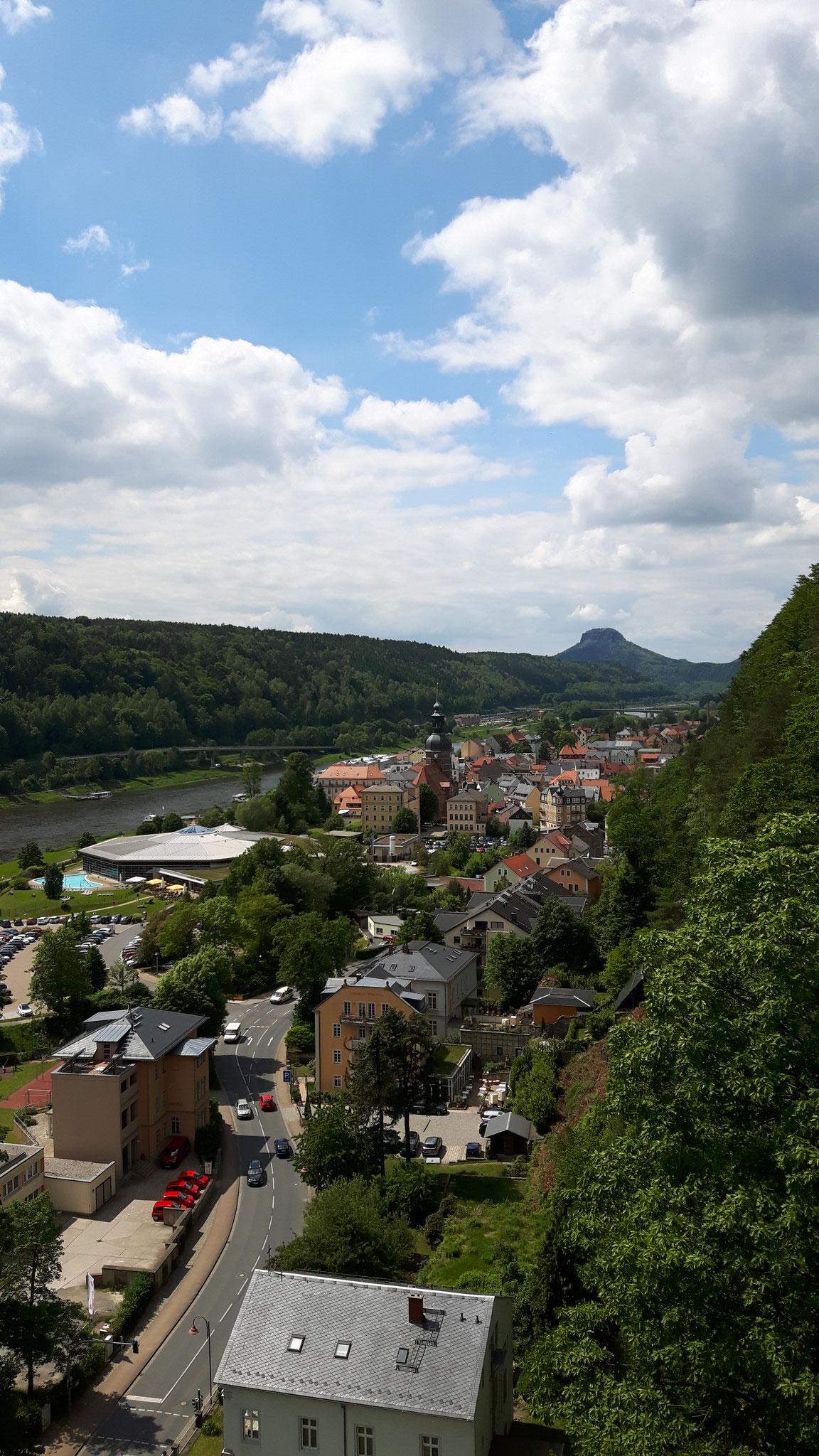 Blick auf Bad Schandau von einem Wanderweg