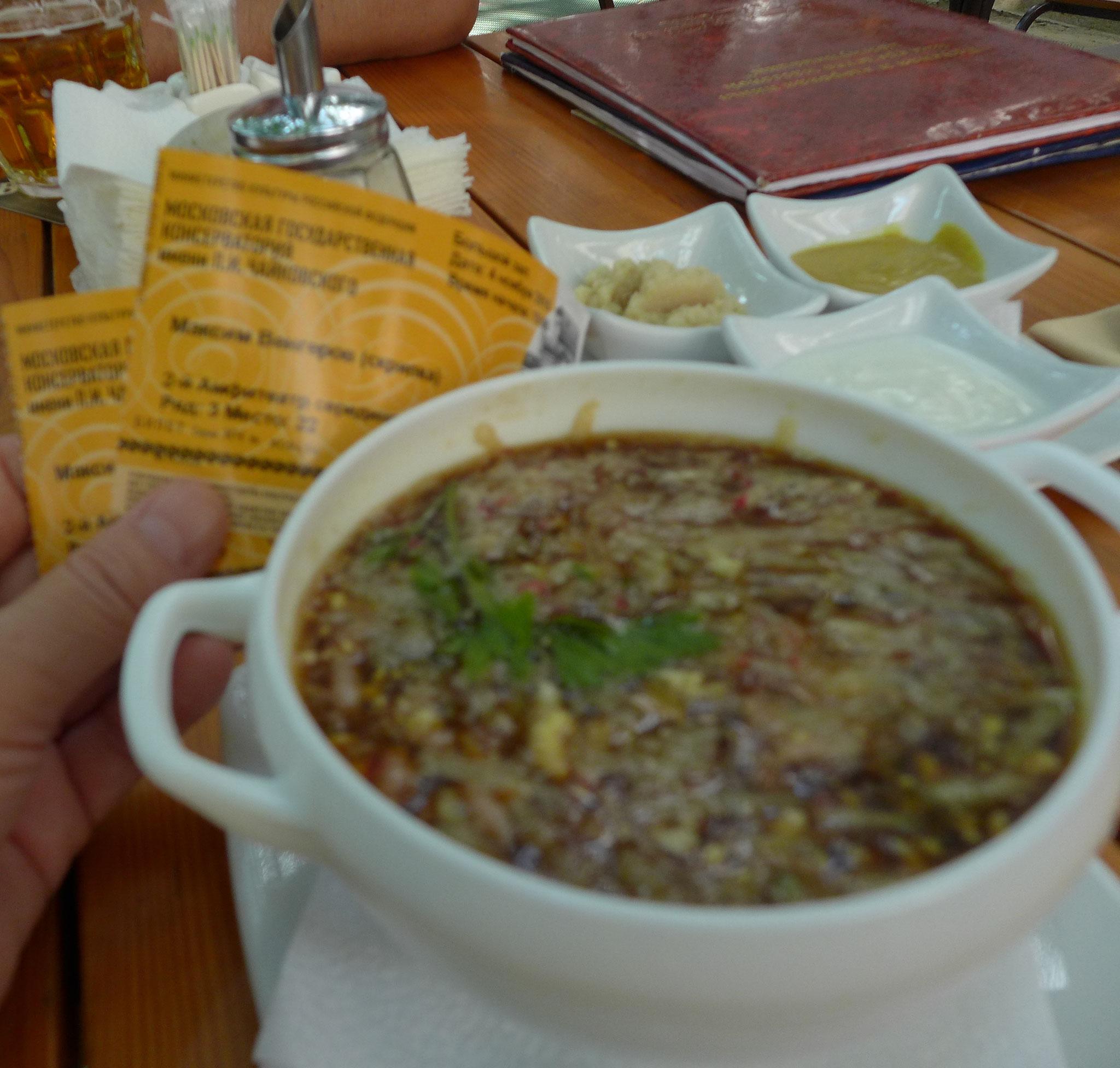 クワスのアクローシュカ。非難を恐れずに言うなら、これに素麺を入れて食べてもいけそうです。