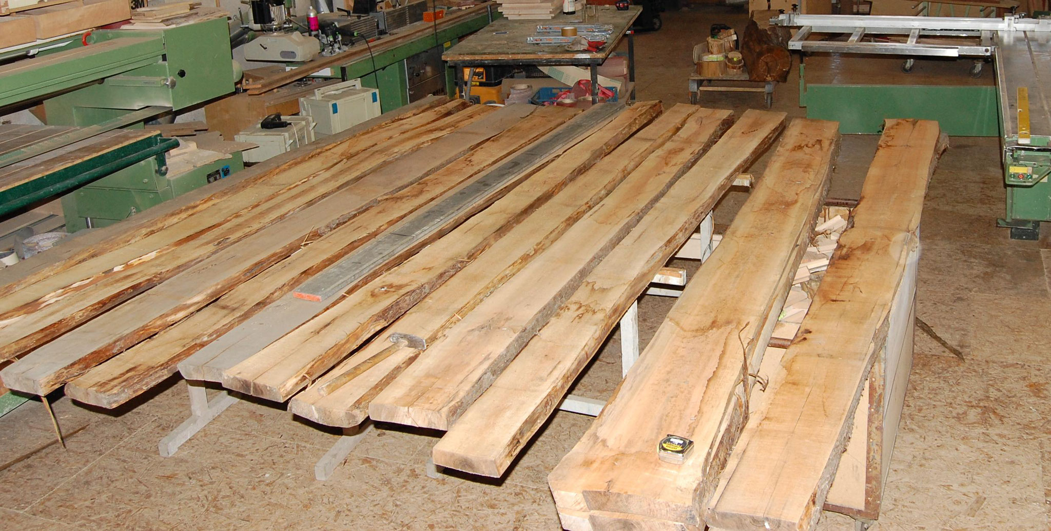 Die Kuchenbaumbohlen werden aufgelegt