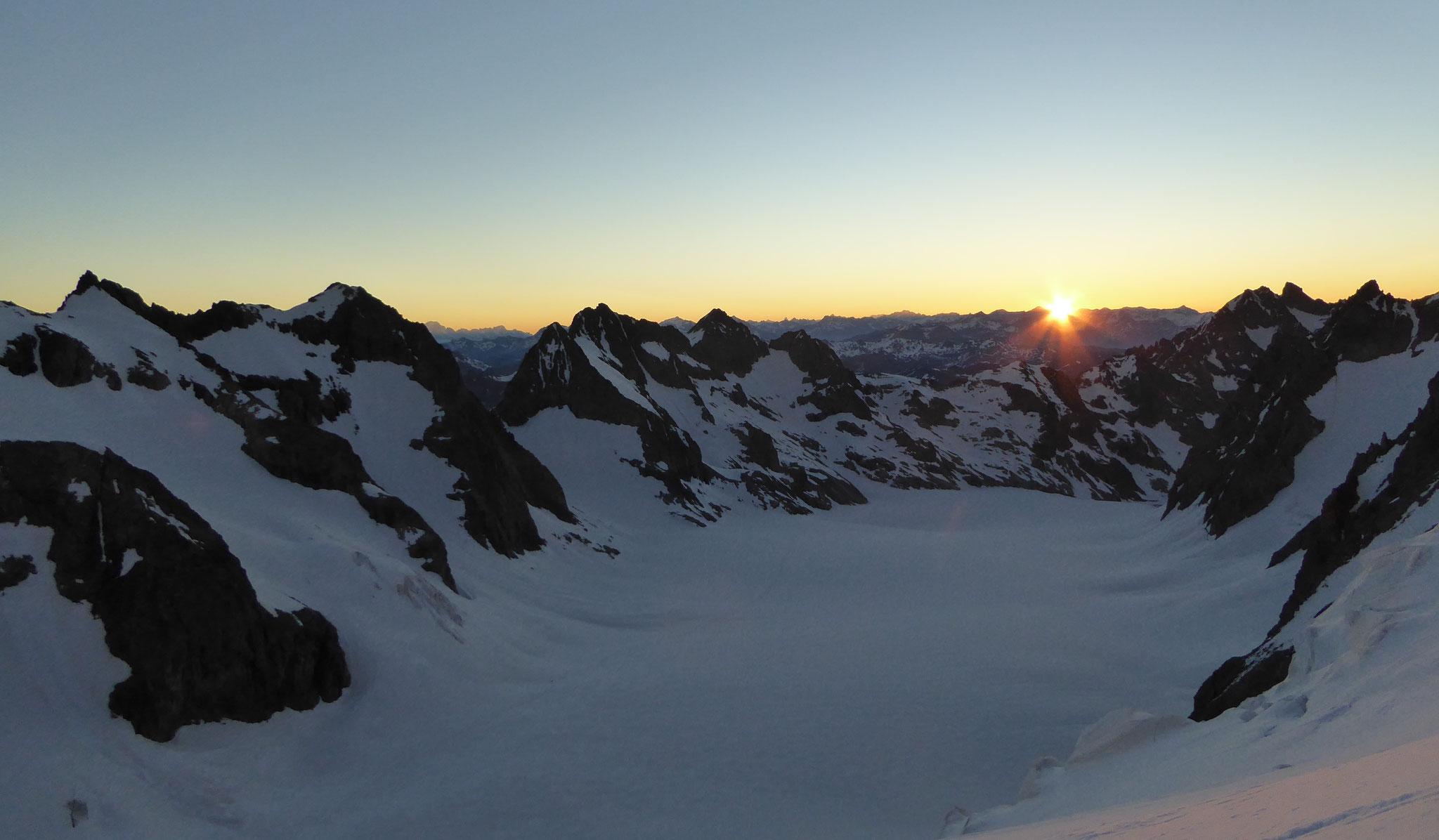 Lever de soleil sur le glacier Blanc