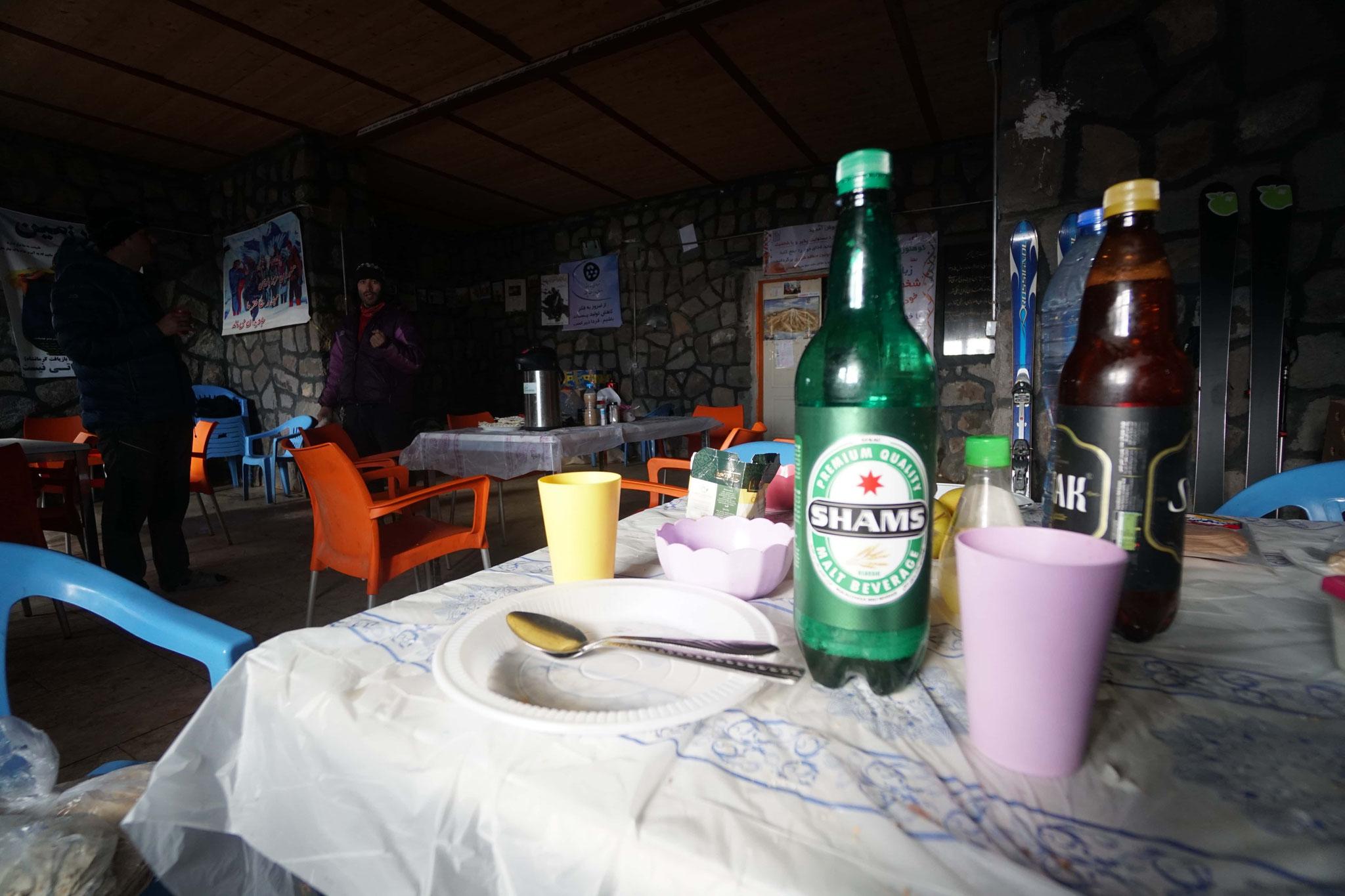 la fameuse bière locale (sans alcool)