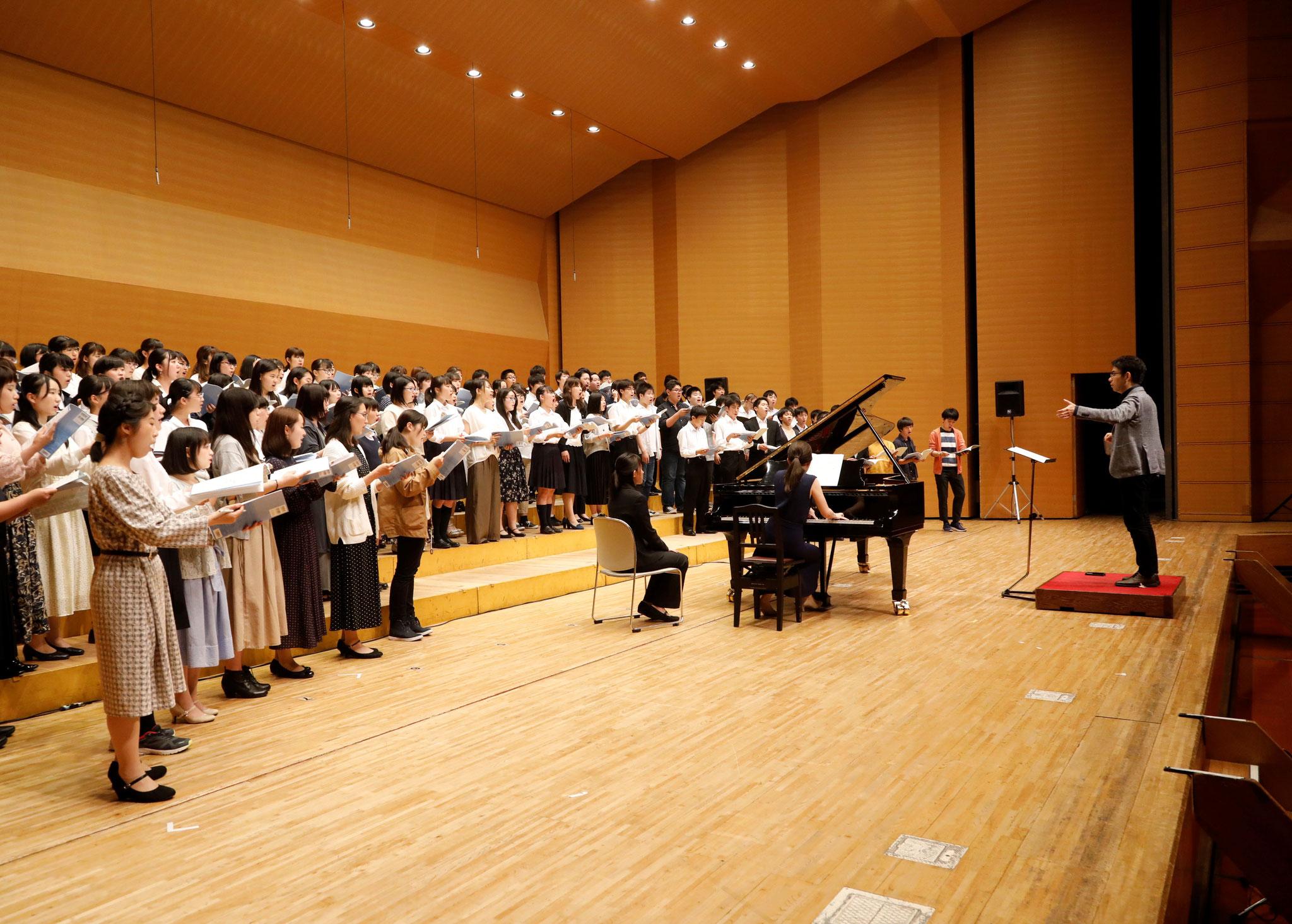 クロージングコンサート《作曲家個展シリーズVol.8信長貴富》JCDAユース合唱団 指揮:信長貴富