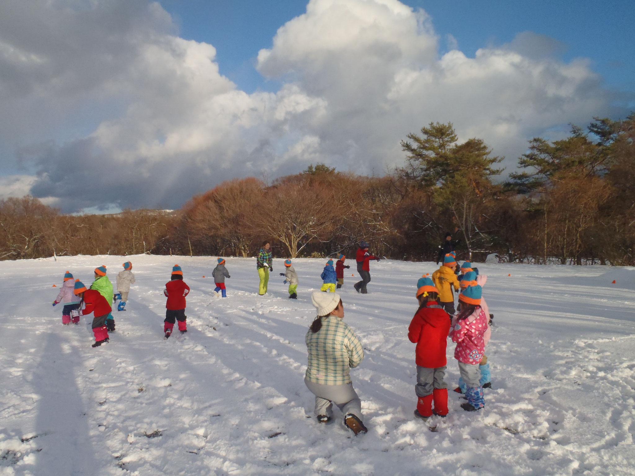 キープ自然学校に到着後、さっそく雪あそび!