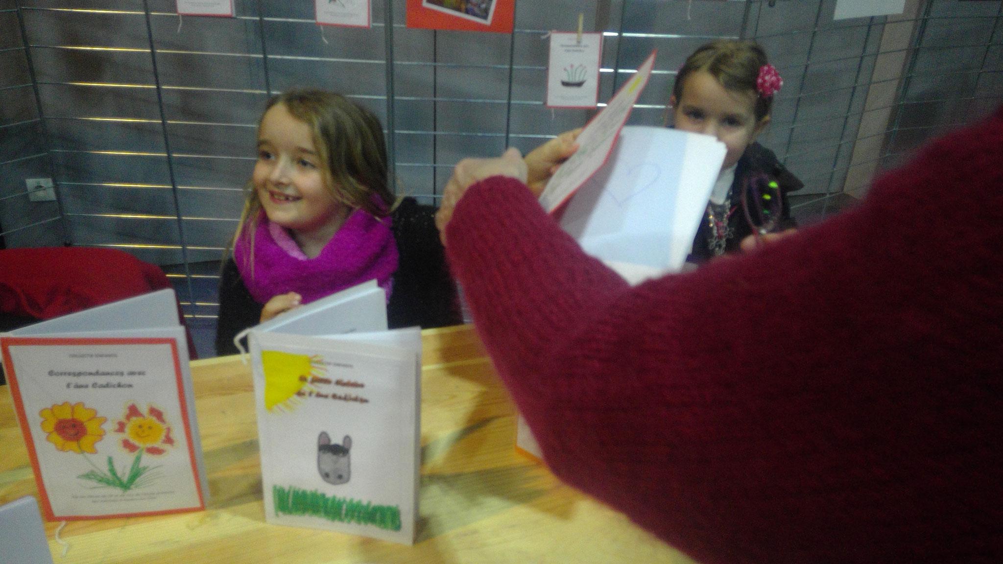 Nos petits auteurs de l'atelier d'écriture de l'école élémentaire des Aulnaies se préparent pour les dédicaces