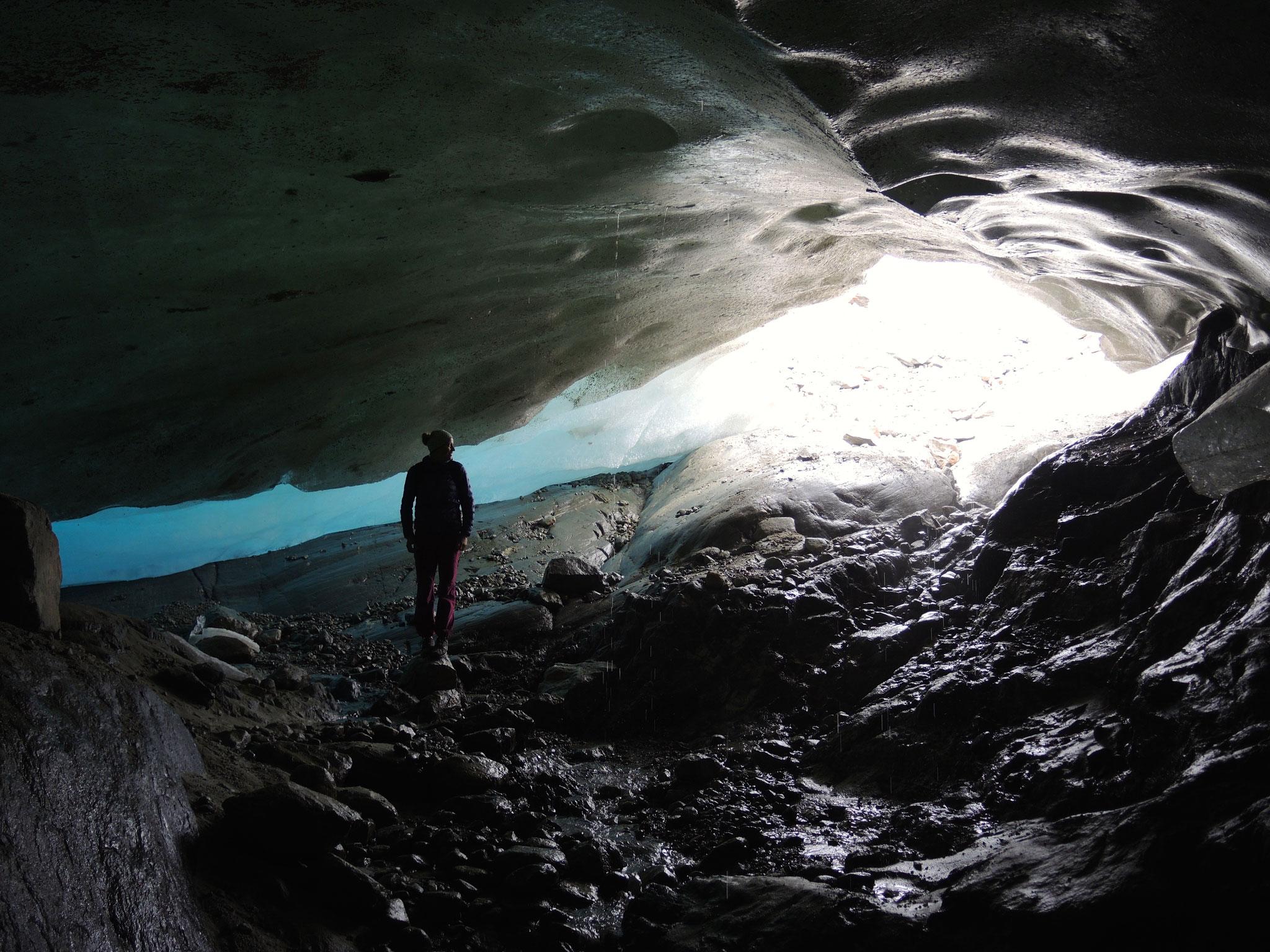 ...39: eindrückliches Gletschertor des Gauligletschers