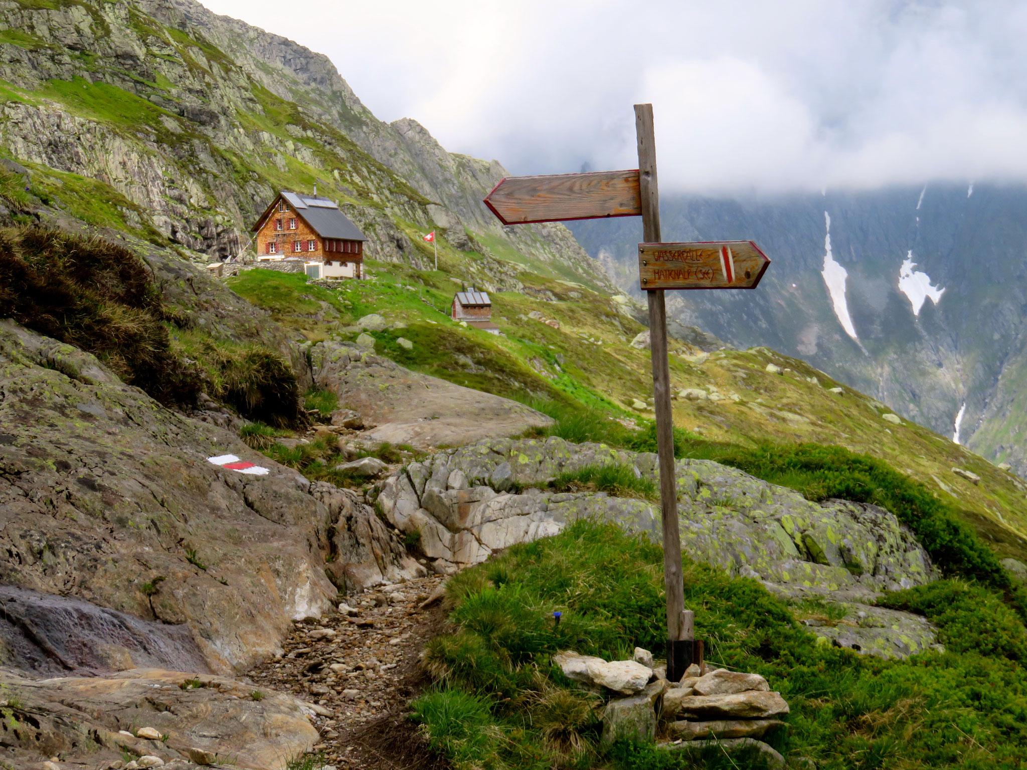 ... 25: Die Hütte ist offen, die Wegweiser stehen