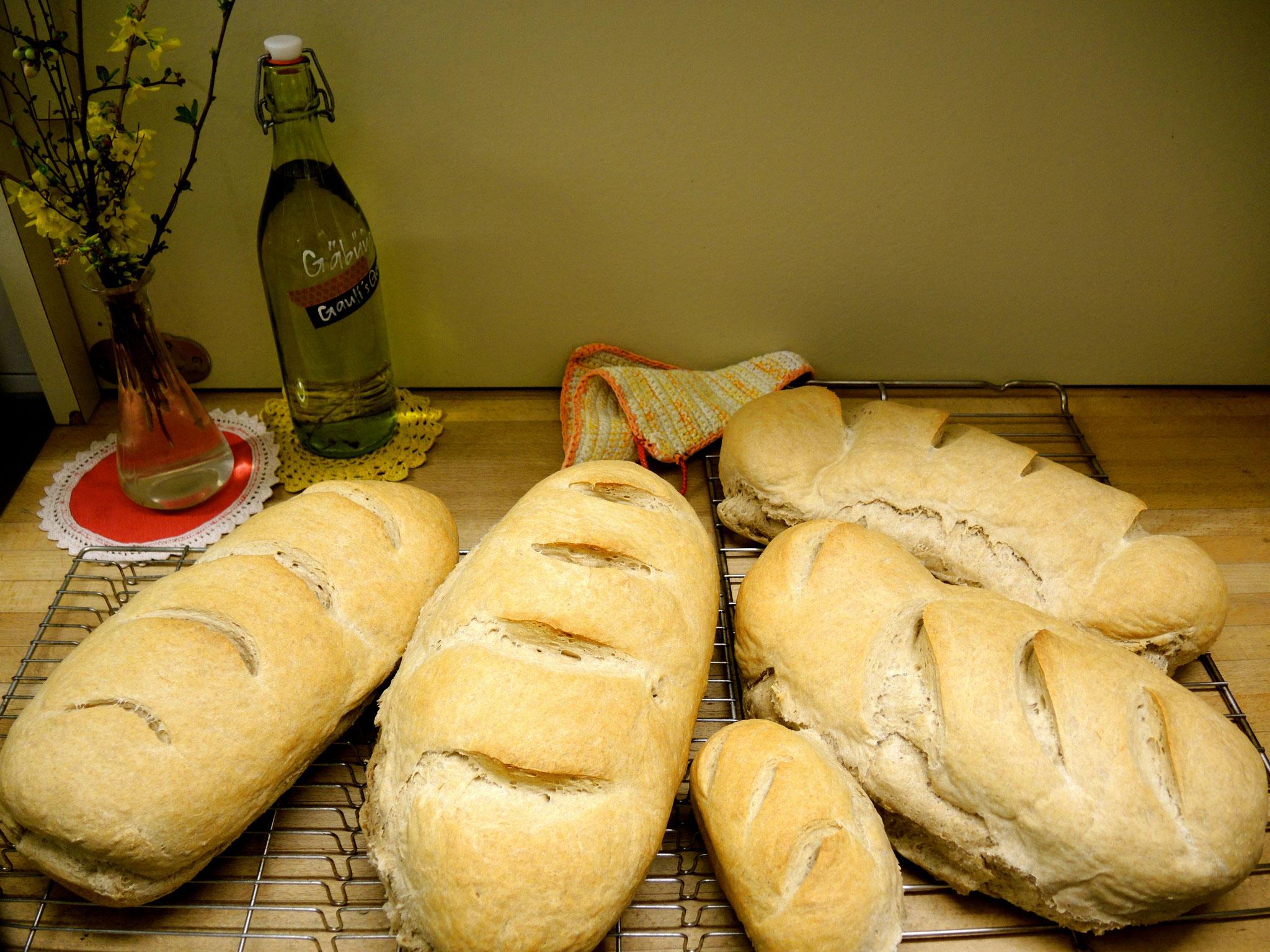 ... 12: frisches Brot wartet auf hungrige Tourengäste