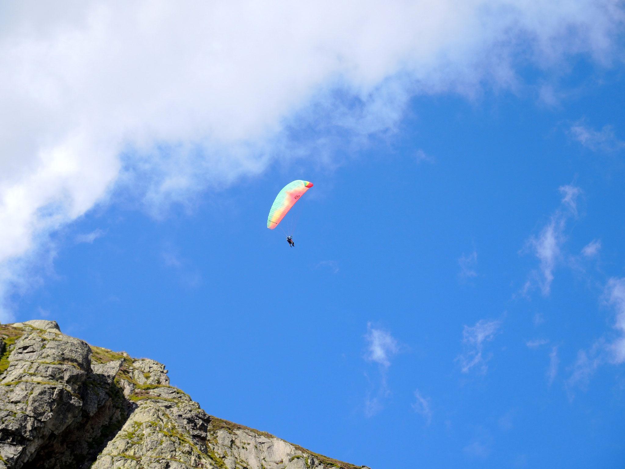 ... 34: ohne Anstrengung- Gleitschirmflug ins Tal