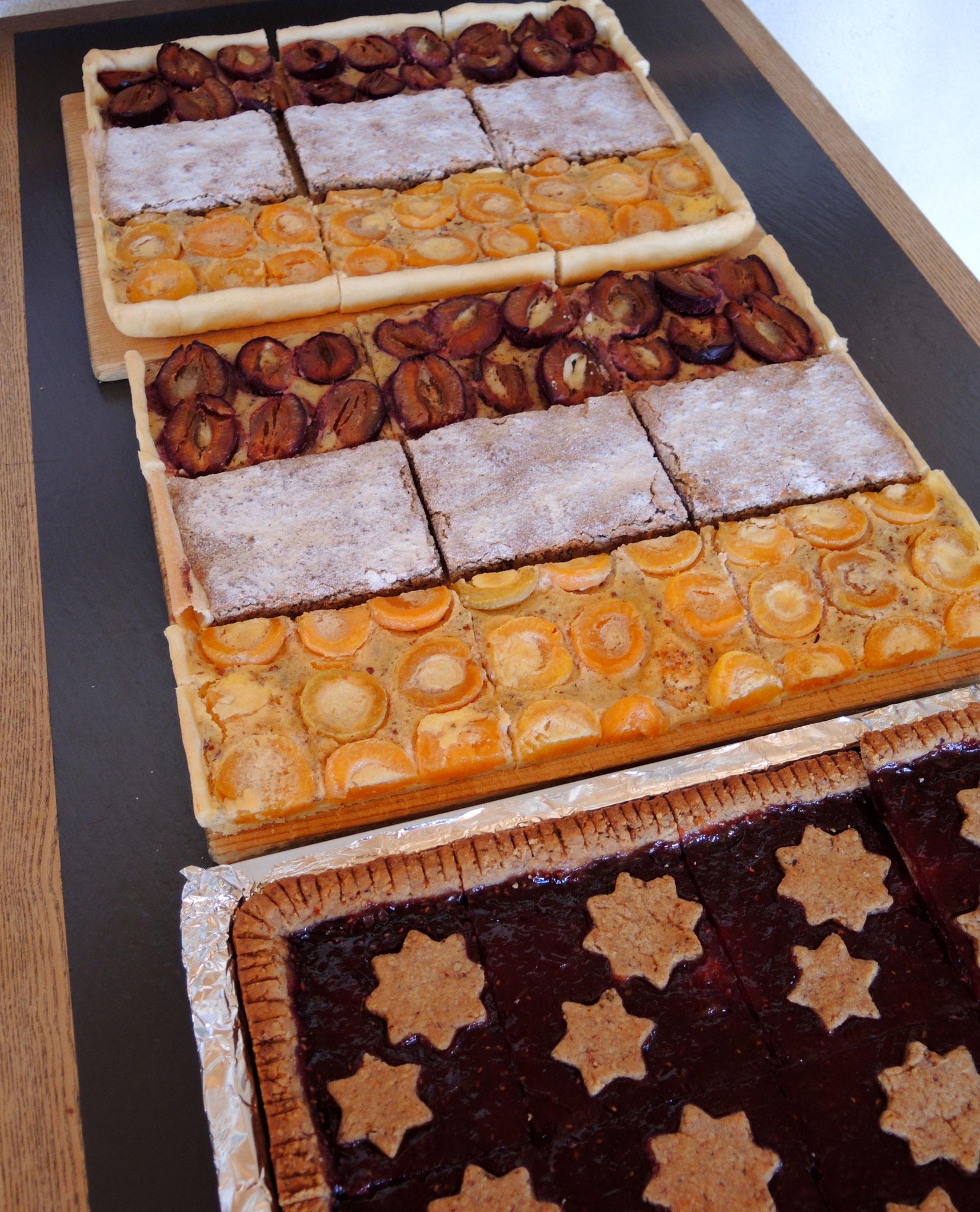 ... 16: Das Kuchen-Angebot bei voller Hütte