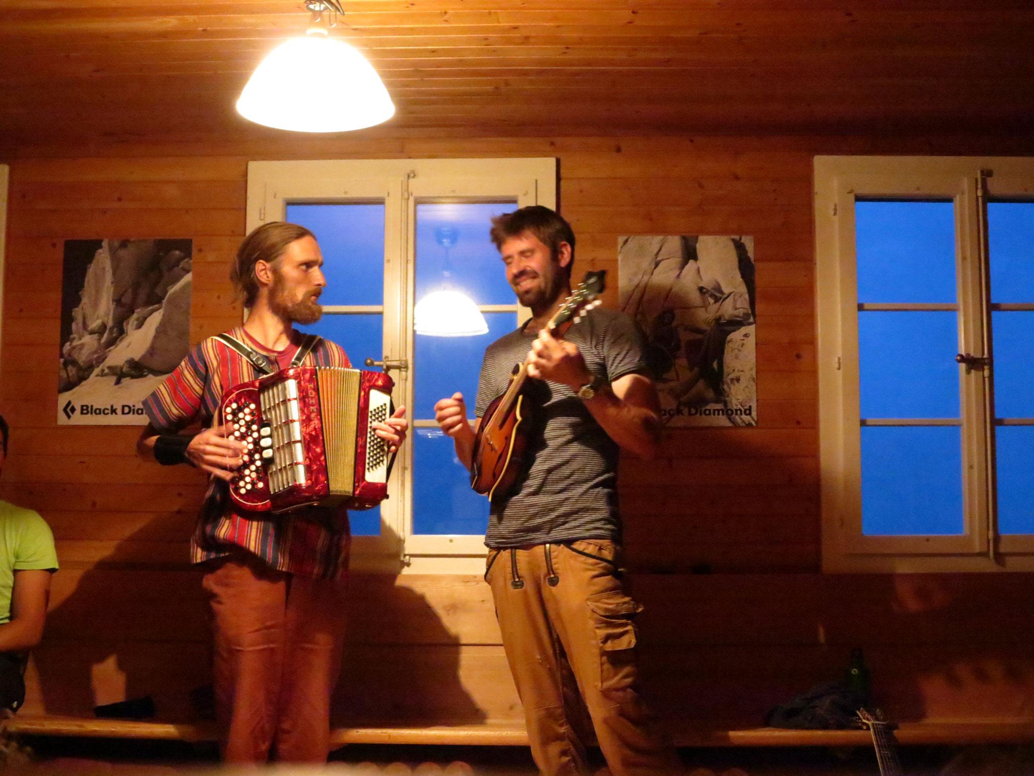 ...37: Acoustic Night 2020 mit Magnus&Luzius
