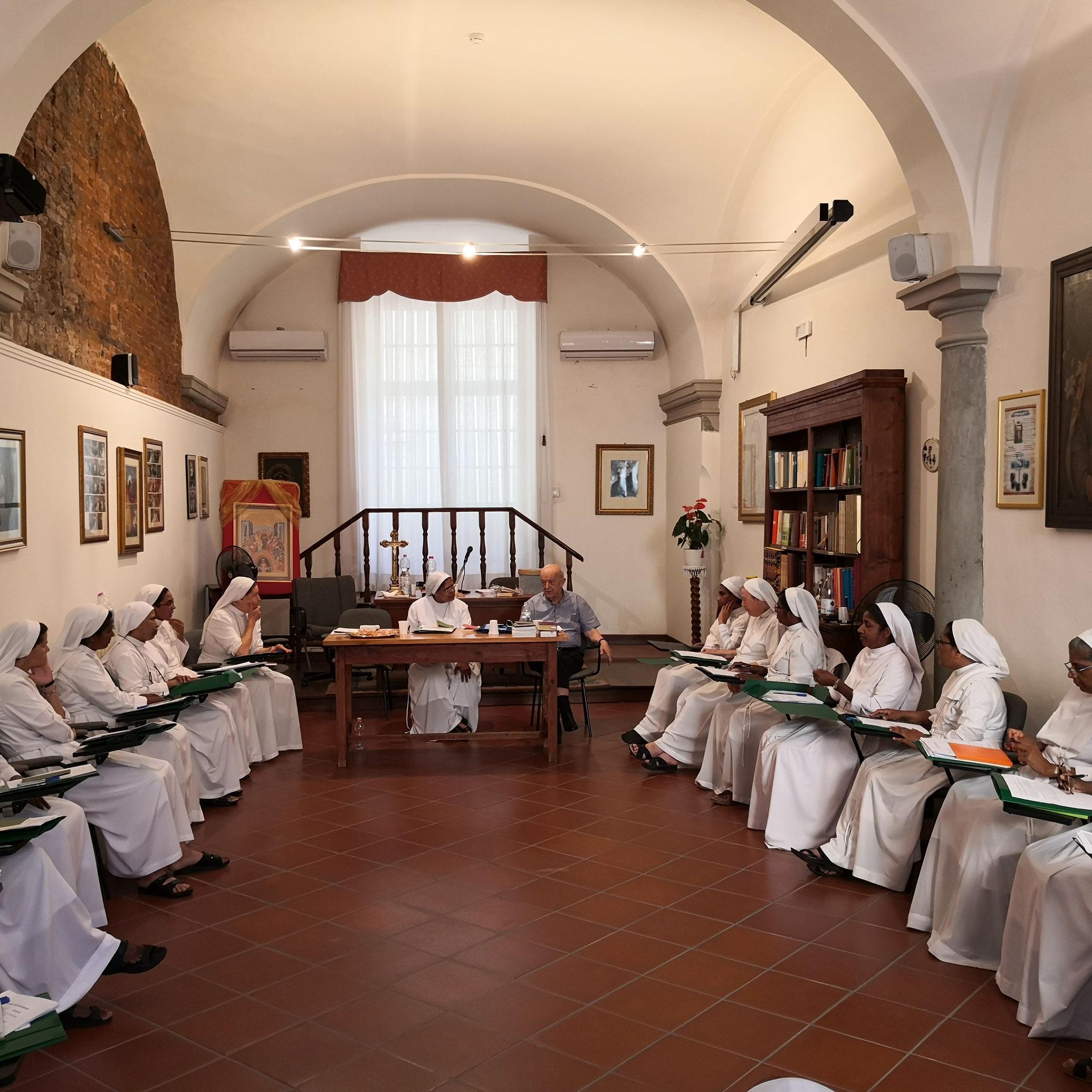 Durante il lavoro capitolare sotto la guida di S.E. Mons. F.Gioia