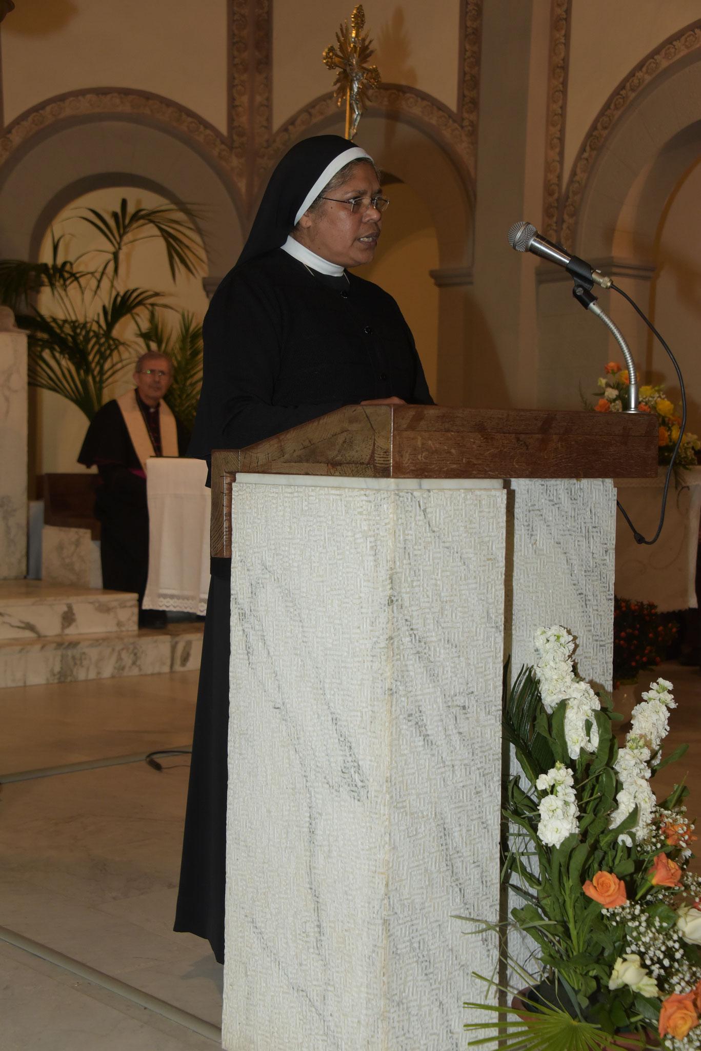 Ringraziamento -Sr. Brigit Kinkaranthara, la Madre Generale della Congregazione delle Suore Figlie di Nazareth