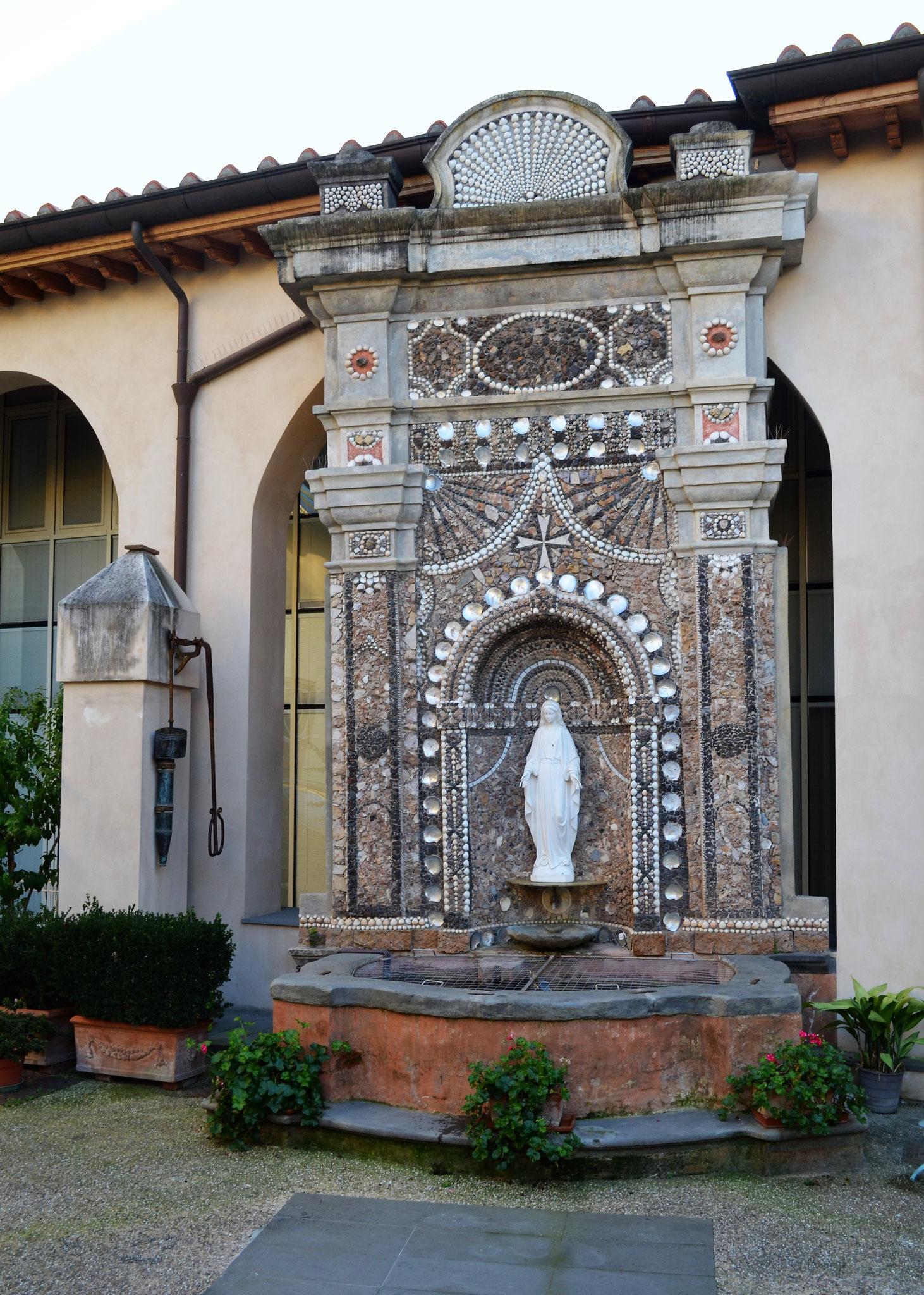 La statua della Madonna Immacolata