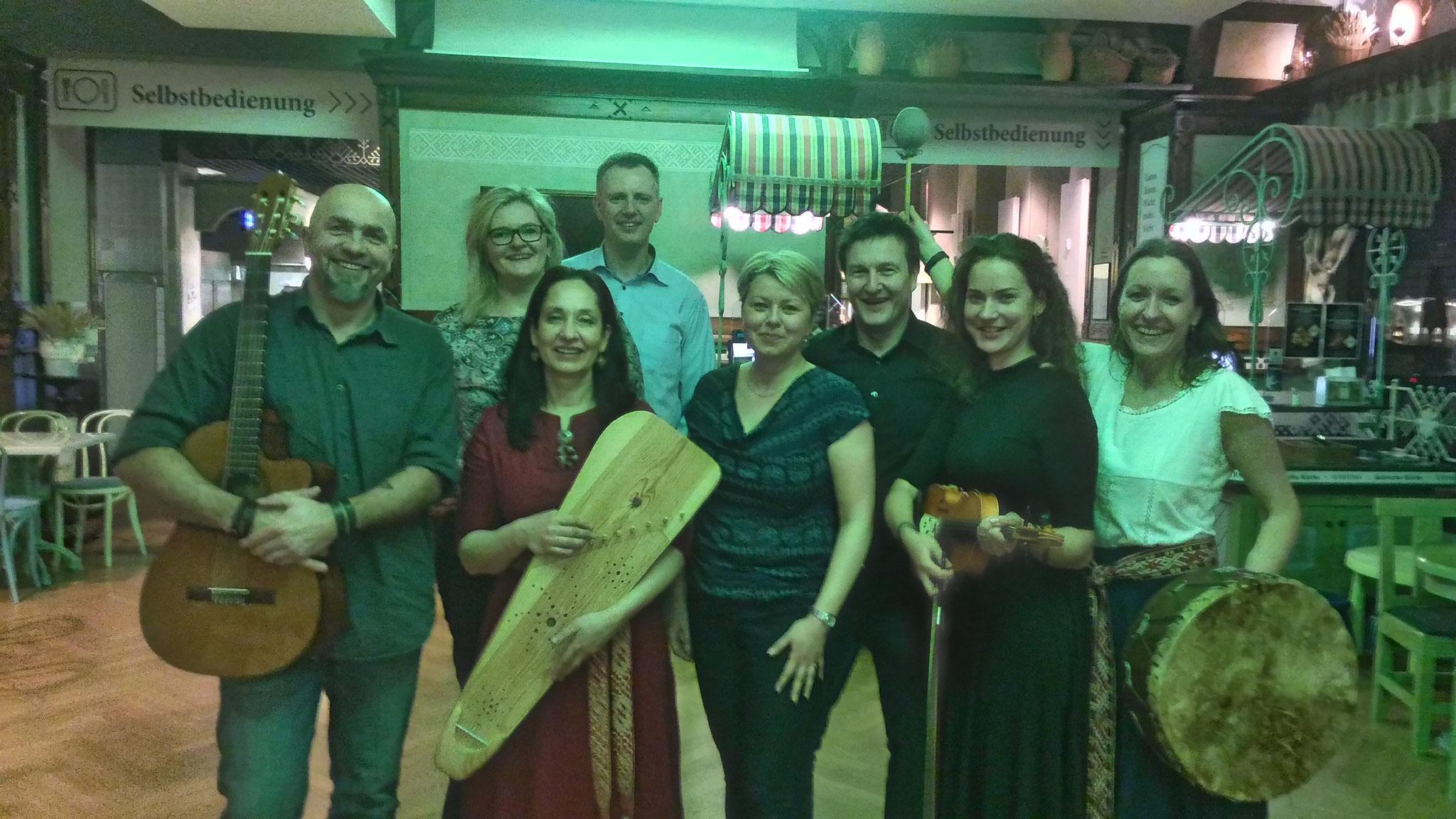 Berlīnes danču muzikanti ar Hamburgiešiem - Ilzi, Edgaru, Zani un Zinti