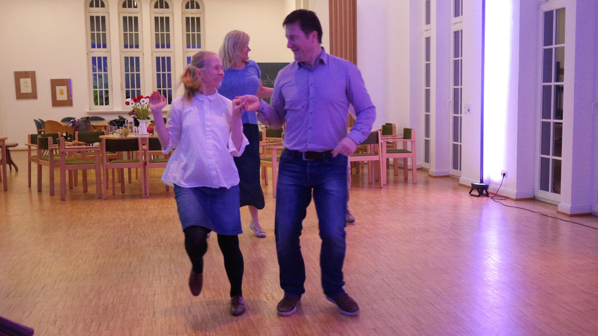 """Danach können wir auch mehr - 'Hop hop' oder unser Ausdauer-Tanz """"Pankūkas"""" ;)"""