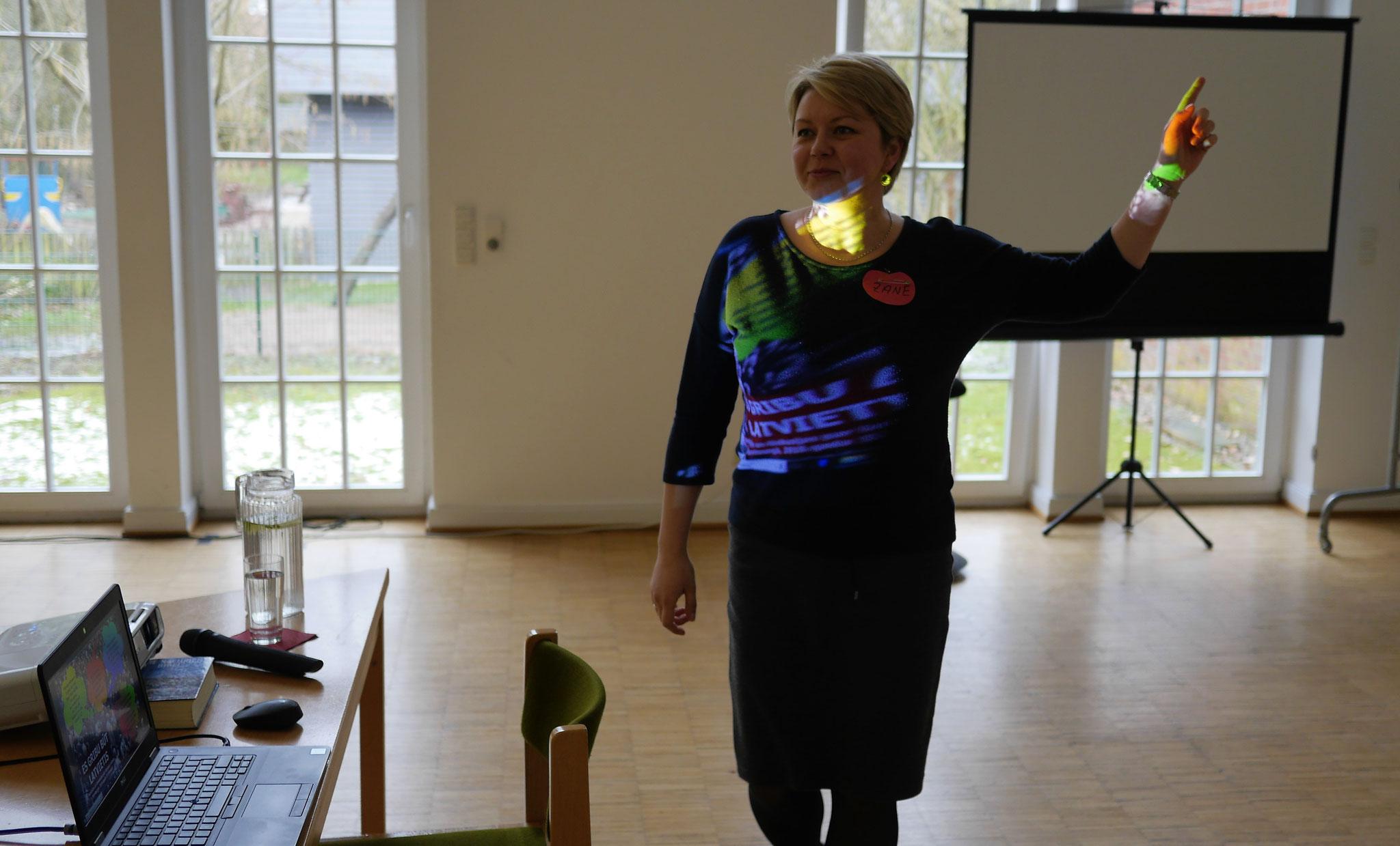 """Pirms semināra - semināra """"Es gribu būt latvietis"""" idejas autore Zane Valtere"""