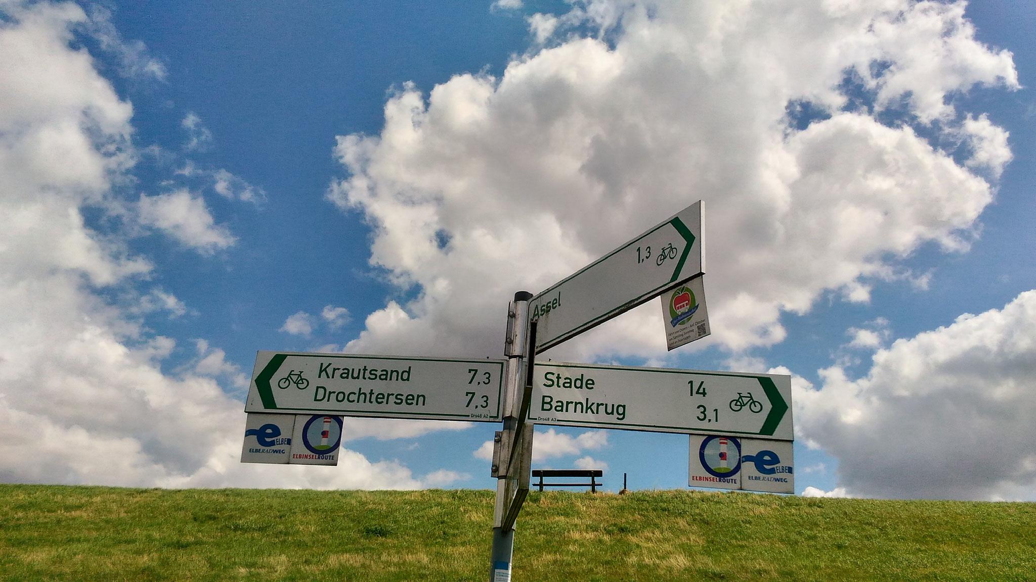 Pa Elbradweg jeb Elbas veloceliņu. Tā kopējais garums ir 1300 km – no Elbas iztekas Labska Bouda, Čehijā līdz pat tās ietekai Ziemeļjūrā pie Cuxhaven, Vācijas ziemeļos.