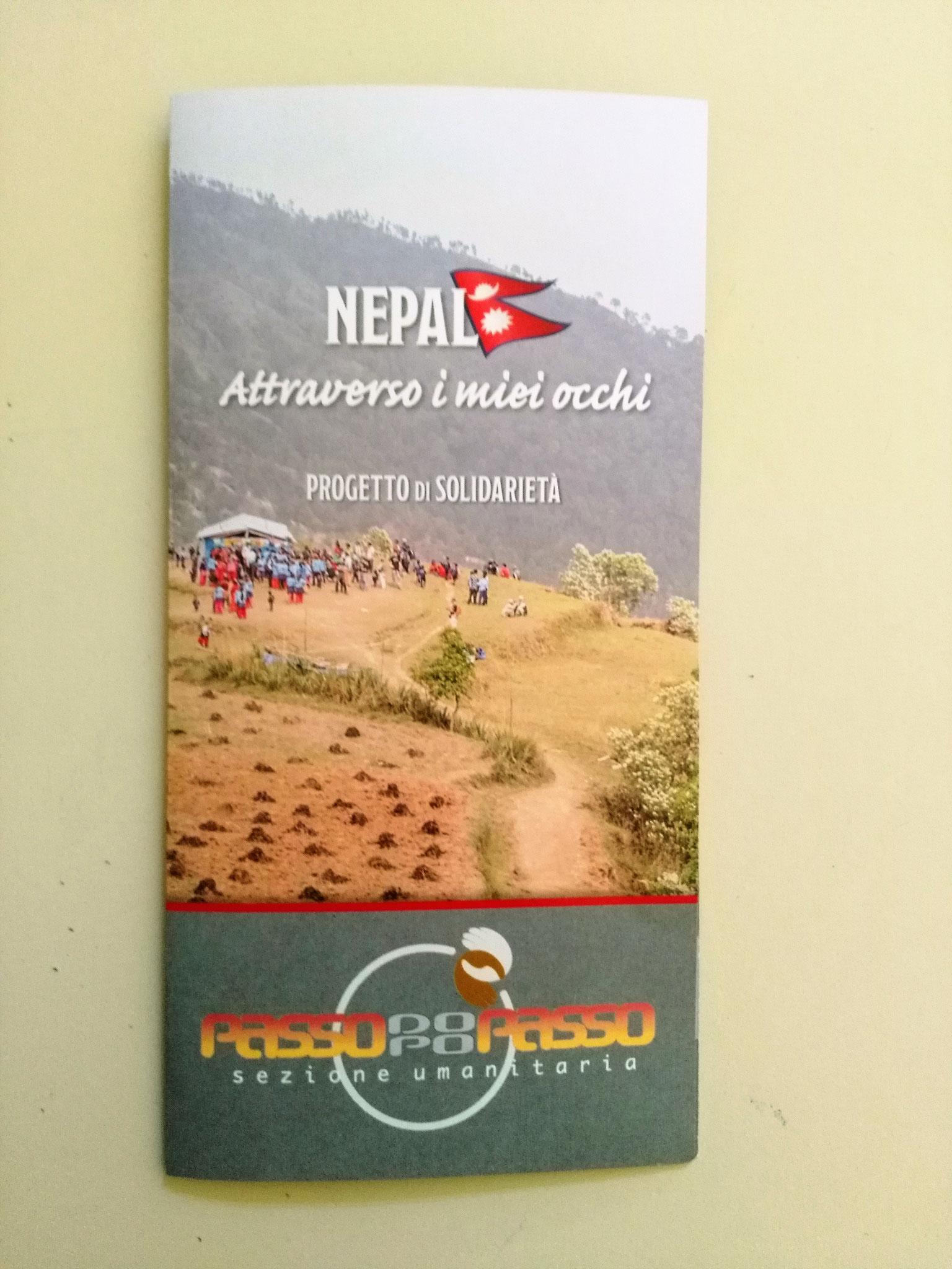 La brochure lasciata a ciascun bambino con le informazioni sull'associazione e il progetto