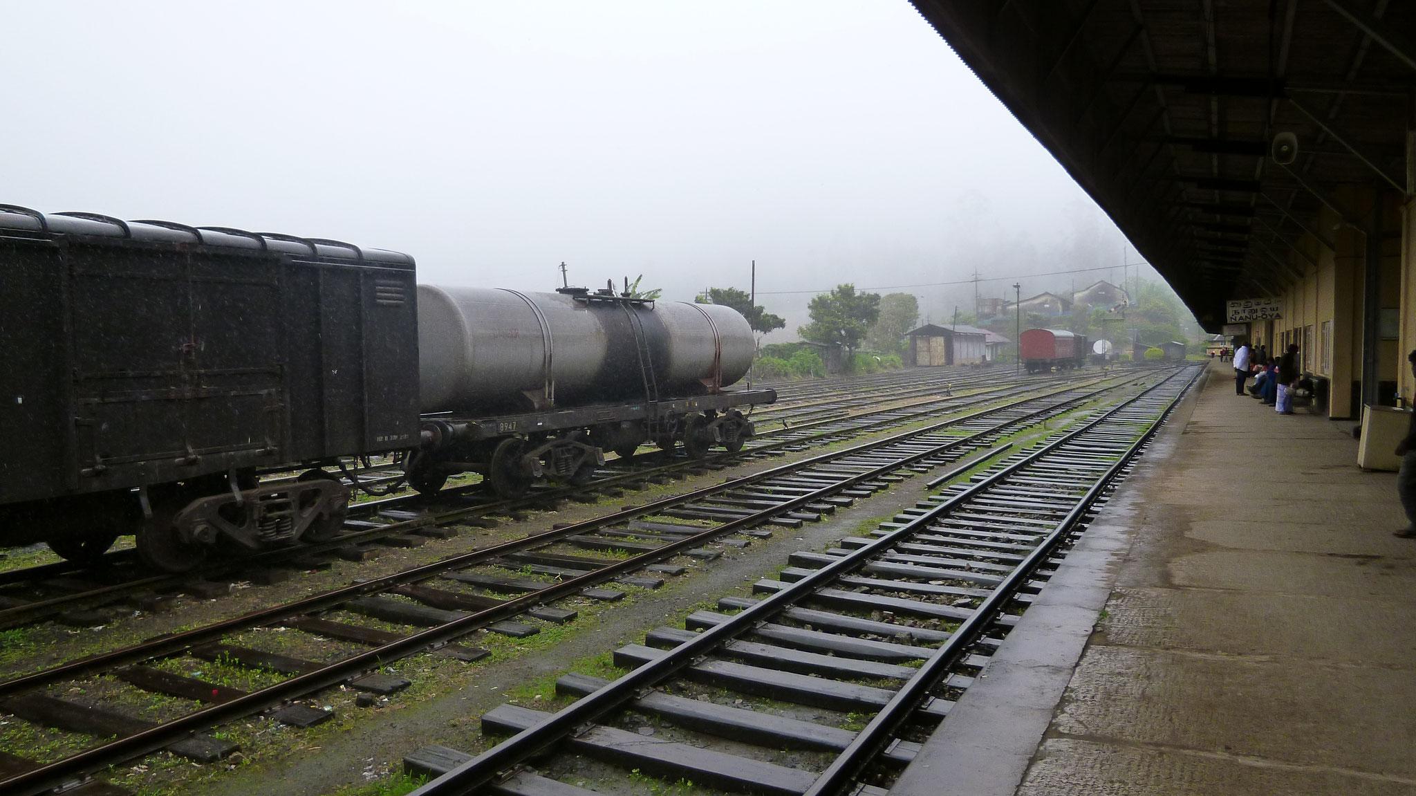 Bahnhof Nanu Oya im Nebel
