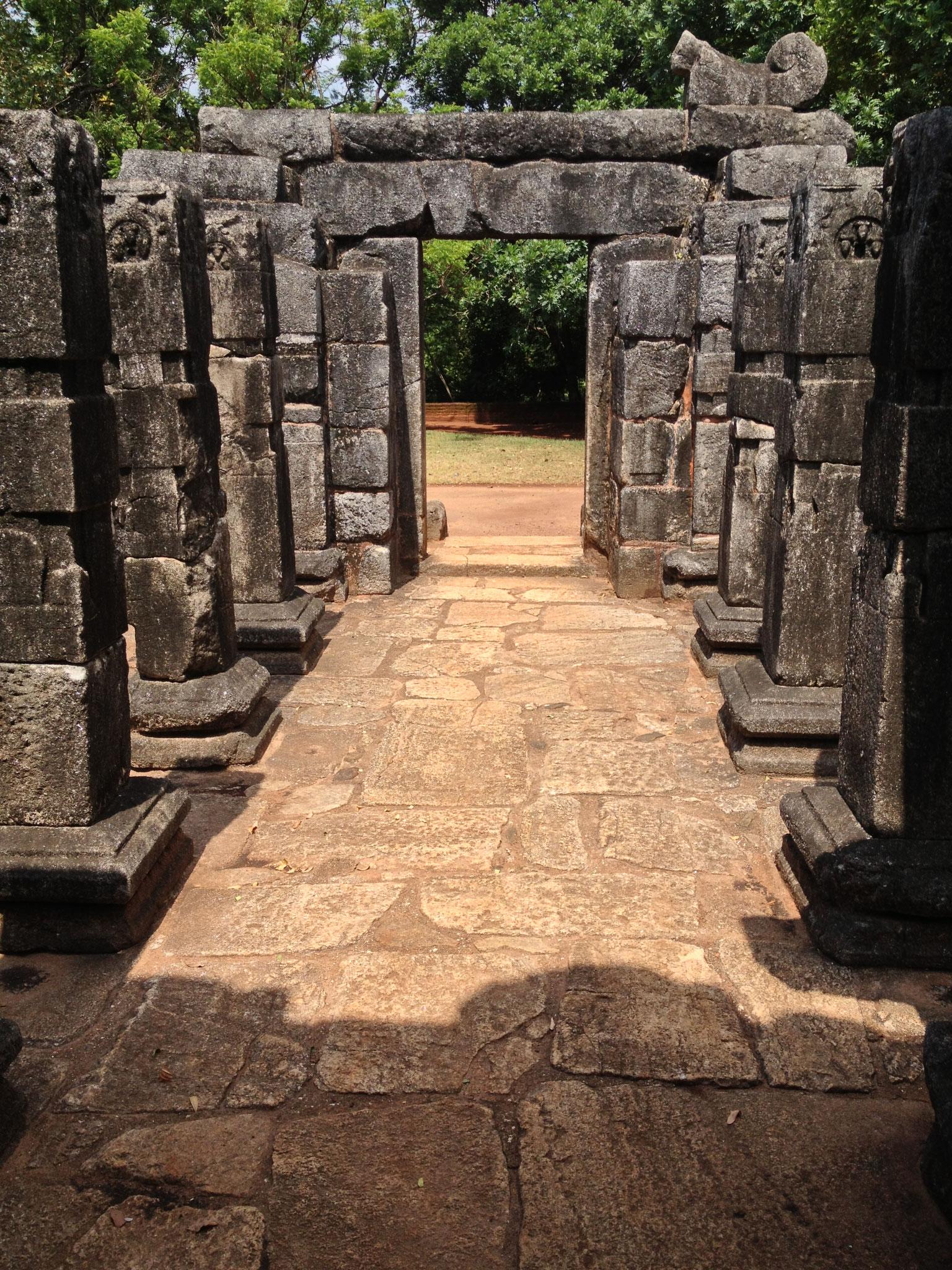 Tempelruine auf dem Weg nach Dambulla