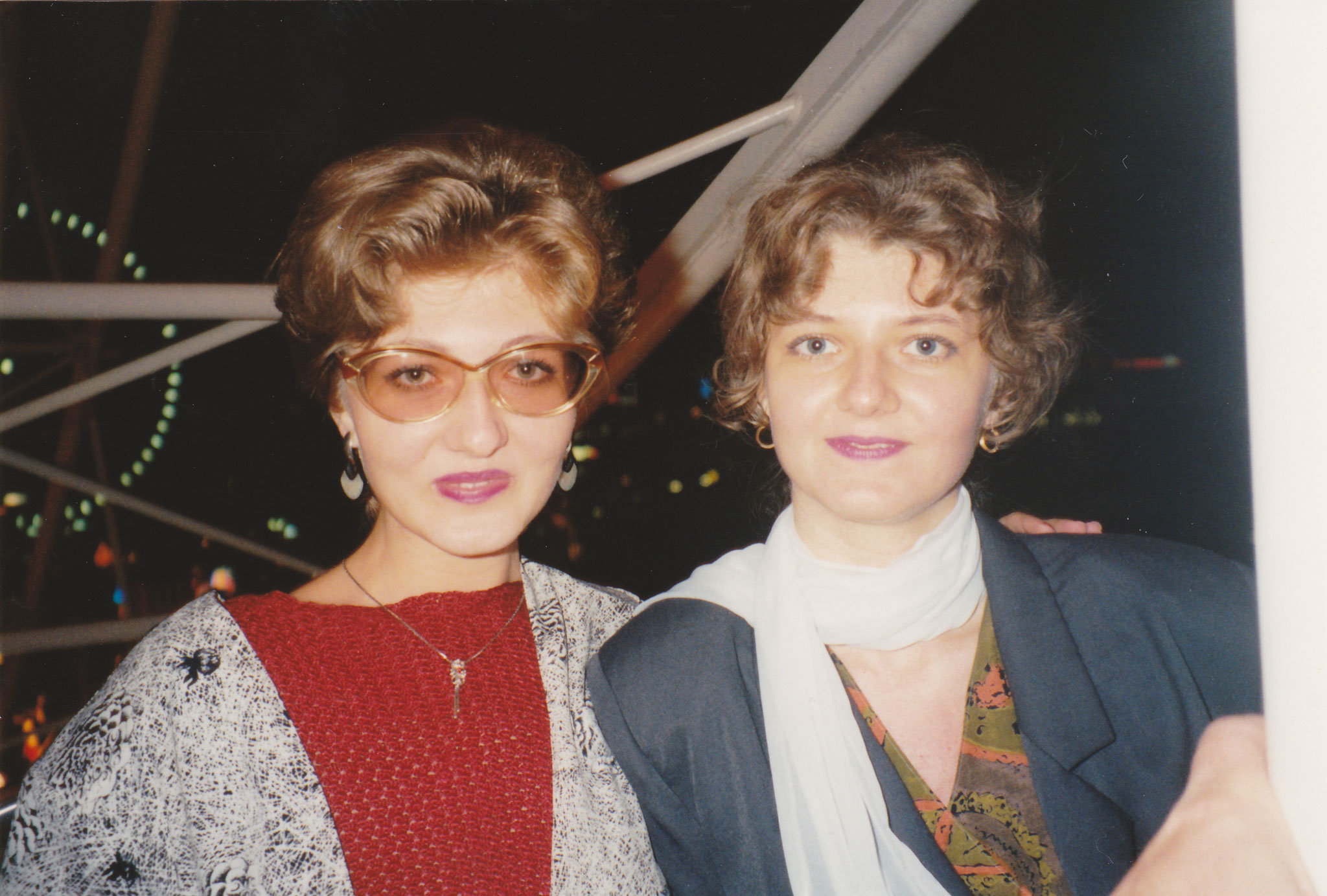 Mit meiner Schwester 1994 in Prater-Wien