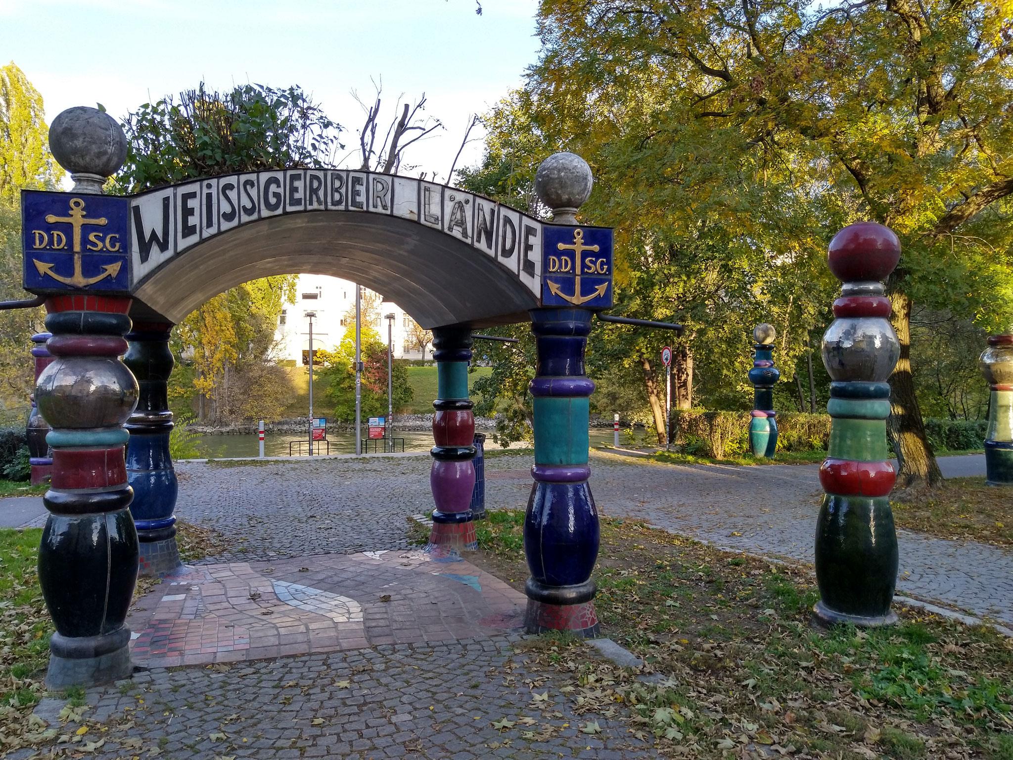 Giro Donaukanal in bici - Padiglione di Hundertwasser