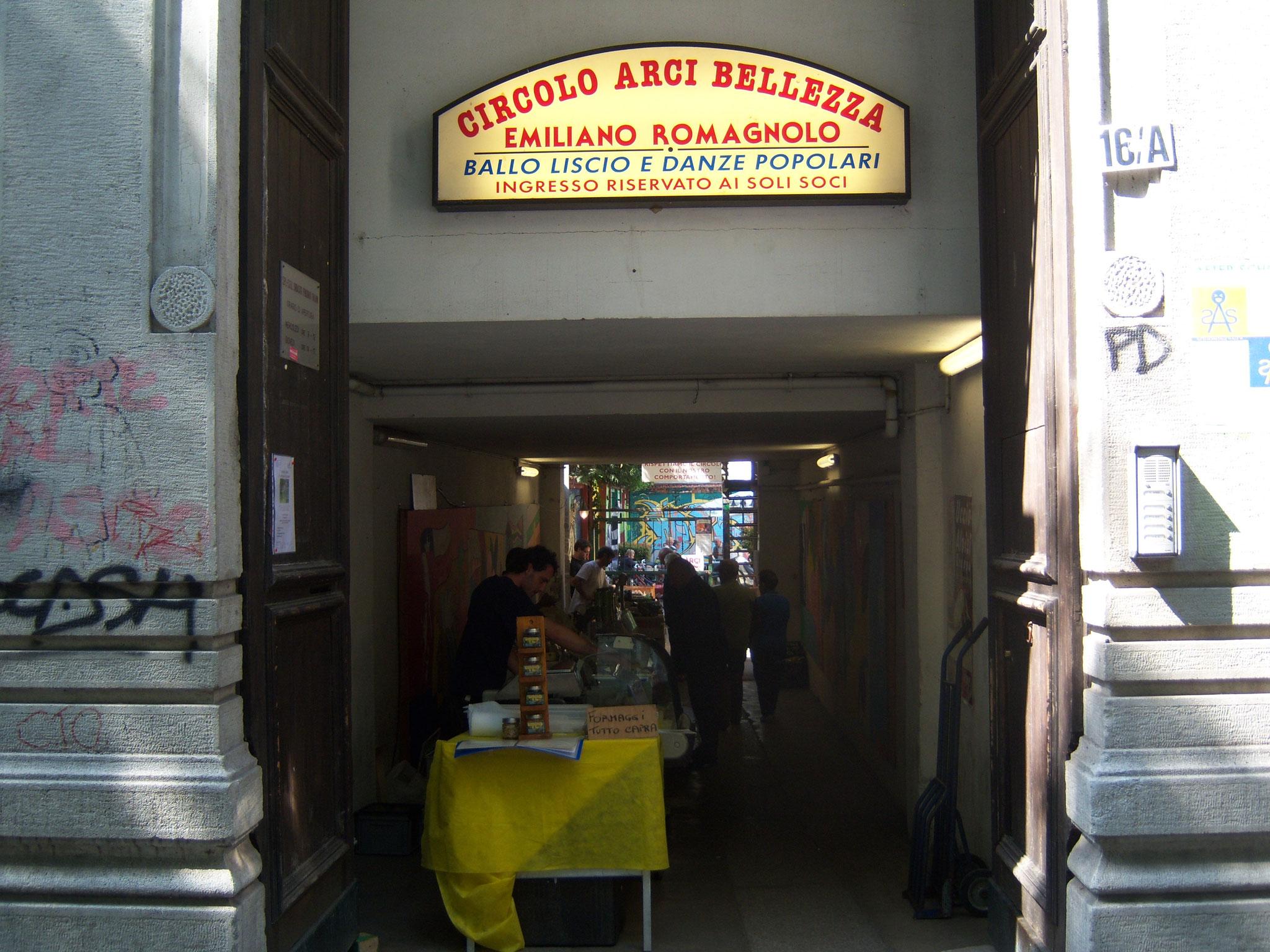 mercato del giovedì in Via Bellezza 16/a all'interno del Circolo Arci