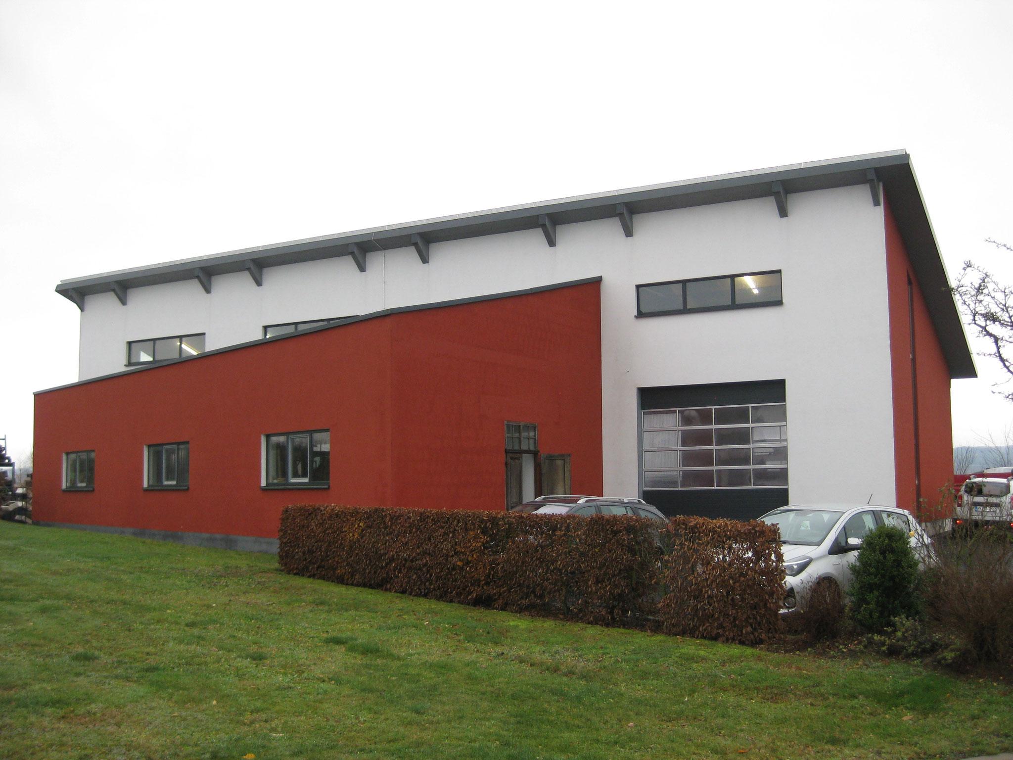 Gartenbau  Daimling: Fahrzeughalle mit Büro