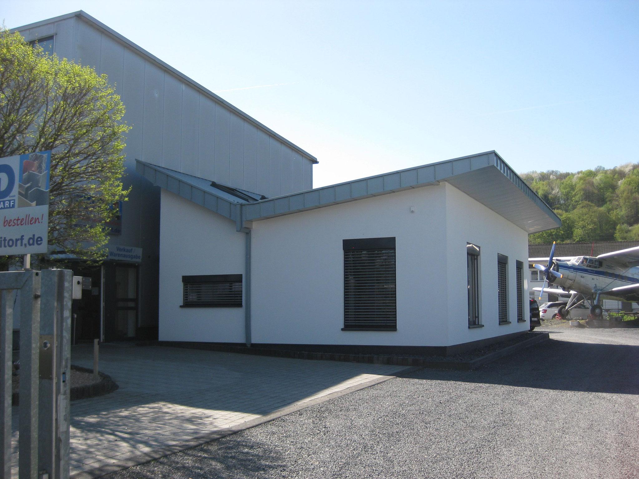Schlosserei Feld: Lager- und Büroanbau