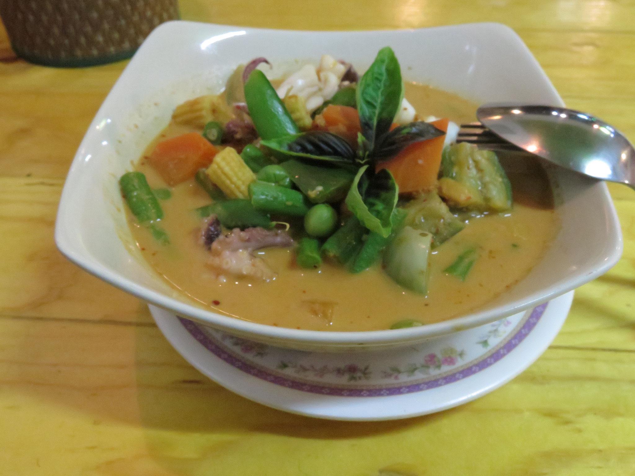 Green curry prawns