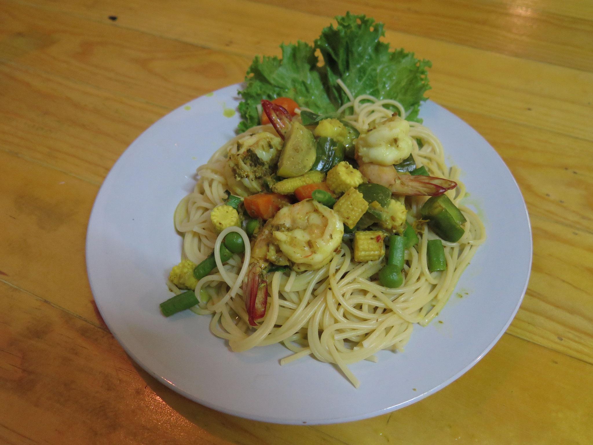 Green curry spaghetti prawns