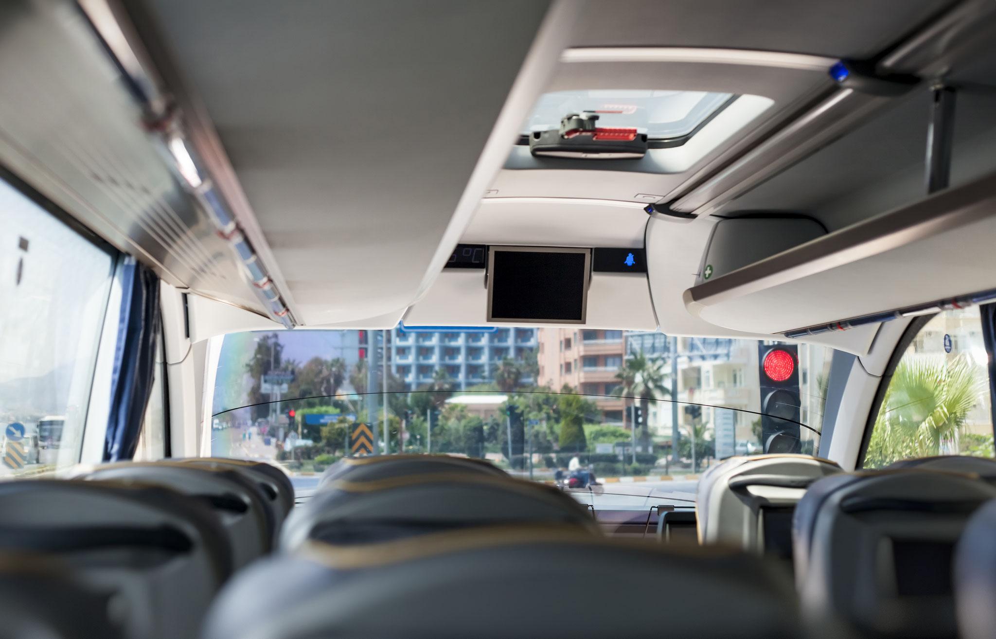 Bundel de krachten van touringcar-bedrijven en plaats alle lege ritten, vrije zitplaatsen, een eigen aanbod (bvb. busrit naar zee op warme dag) op een digitaal busplatform