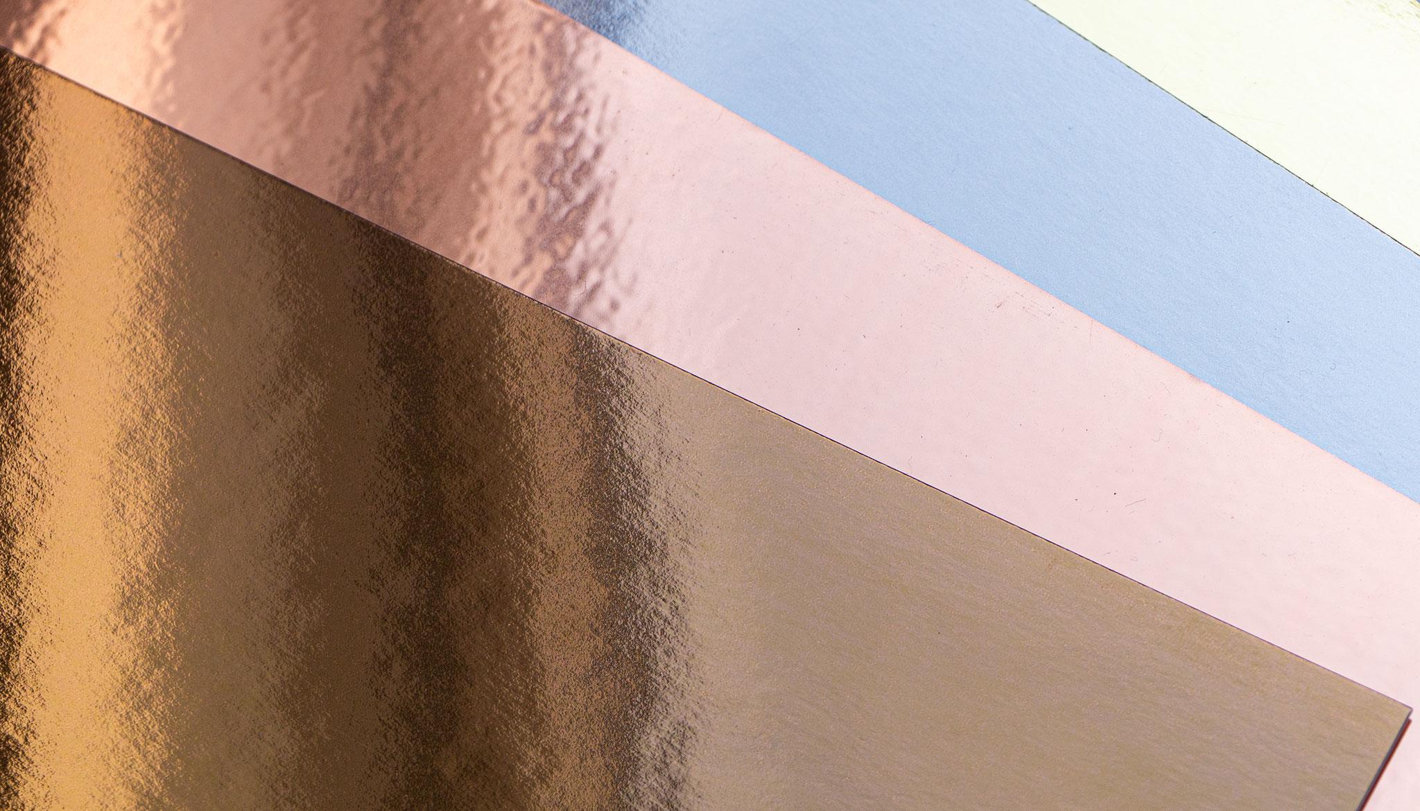 Metallische Oberflächen polarisieren und sind vor allem bedruckt ein besonderes Highlight