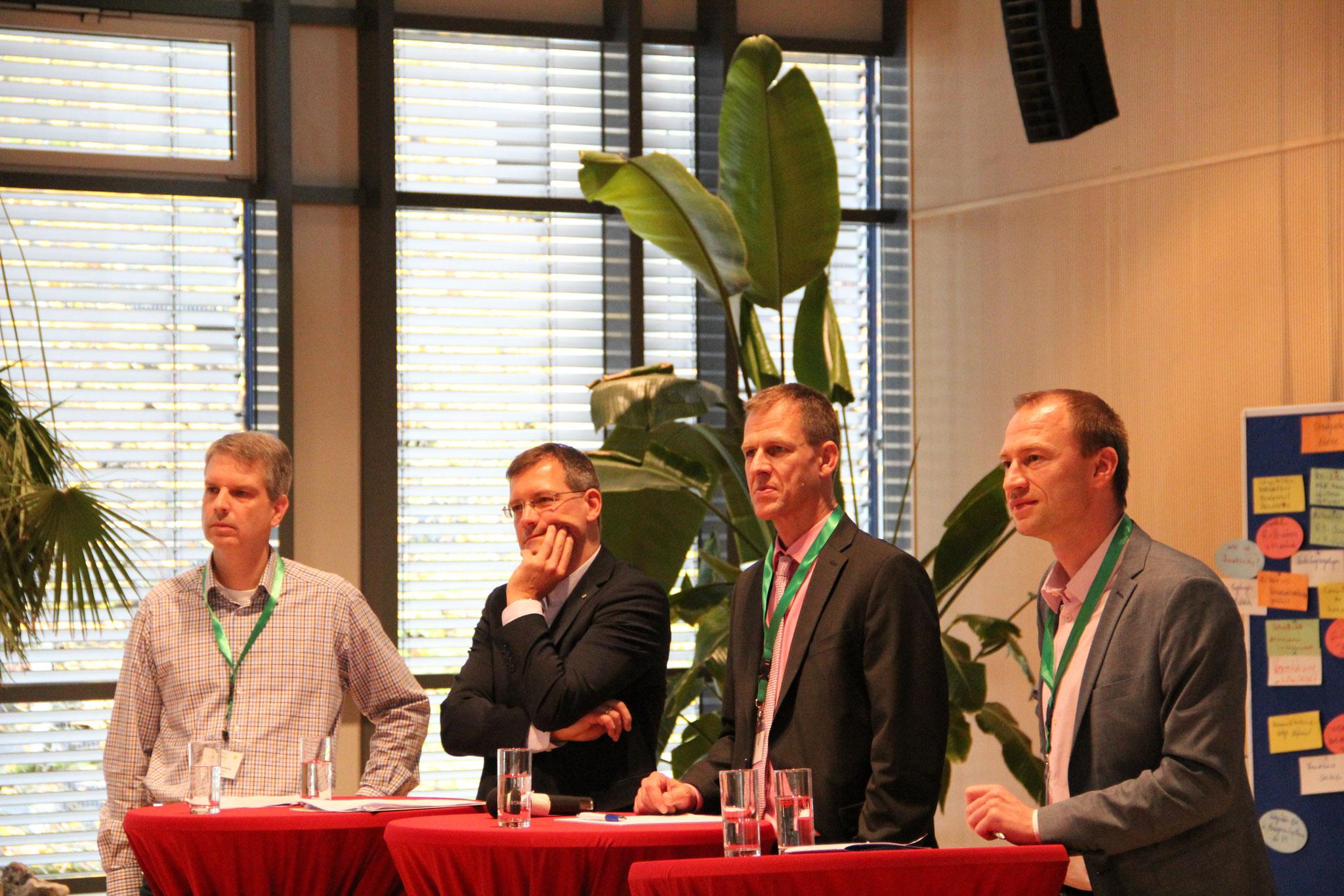 Podiumsdiskussion unter Leitung von Dr. Tobias Grünberg