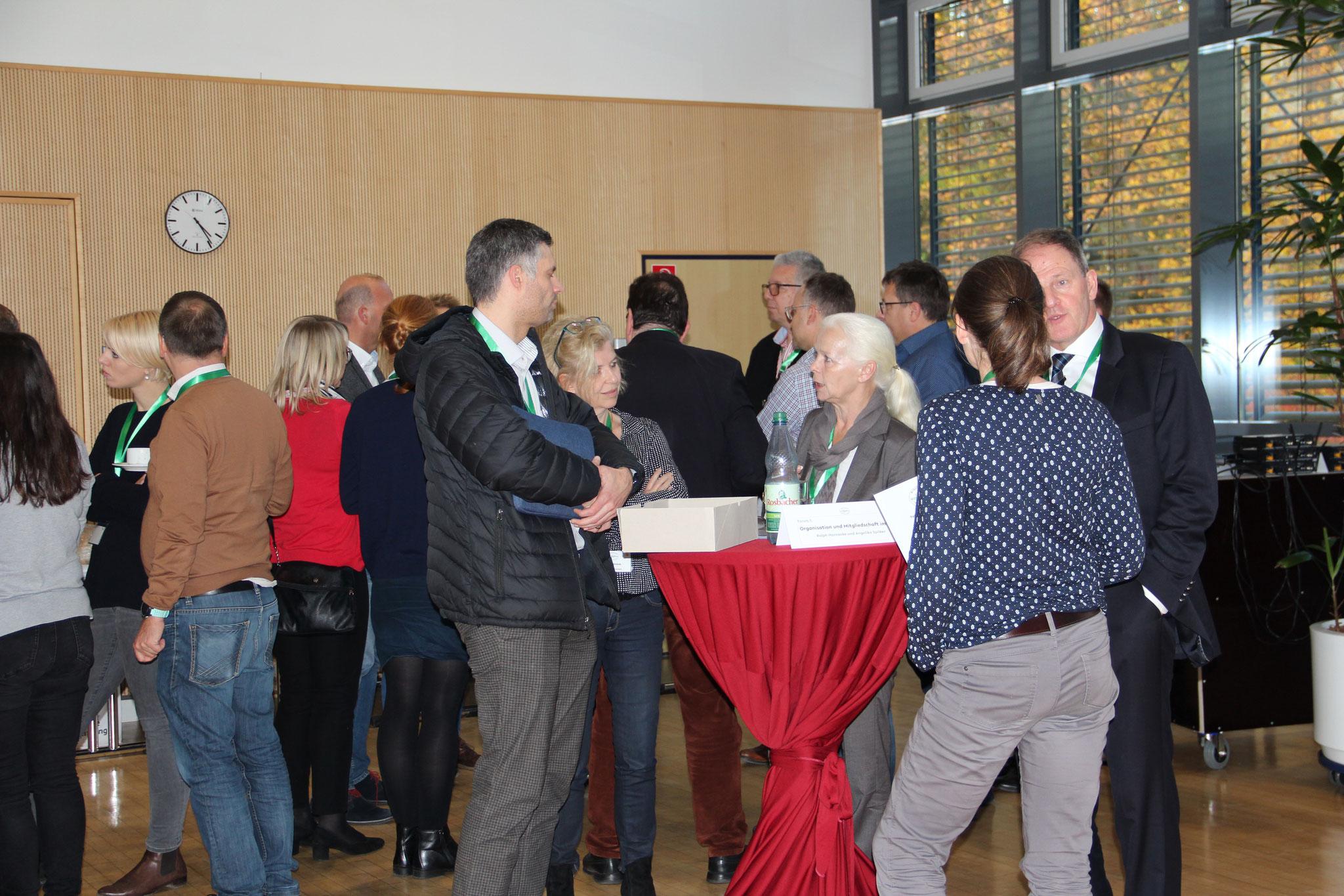 anregende Diskussionen an den Thementischen mit Raum für Networking